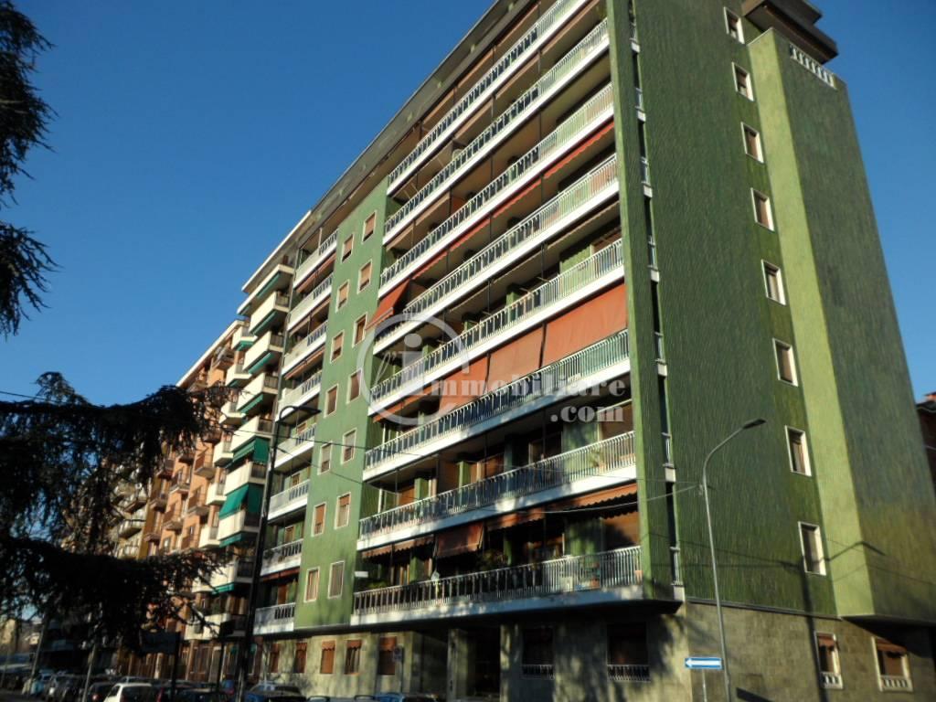 Appartamento in Vendita a Milano 25 Cassala / Famagosta / Lorenteggio / Barona: 5 locali, 150 mq