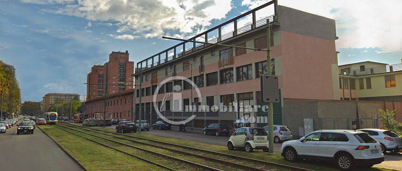 Negozio-locale in Affitto a Milano 27 Baggio / Novara / Forze Armate: 2750 mq