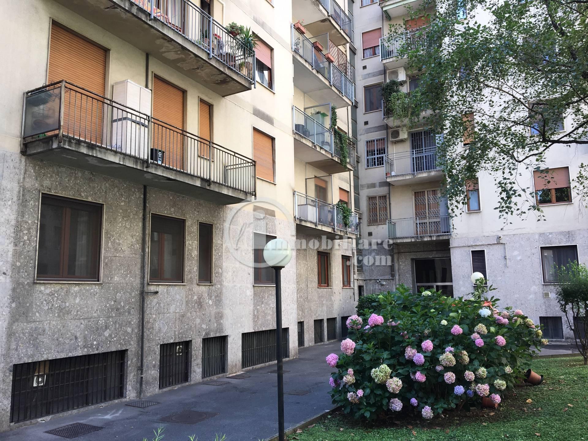 Appartamento in Affitto a Milano 25 Cassala / Famagosta / Lorenteggio / Barona:  3 locali, 90 mq  - Foto 1