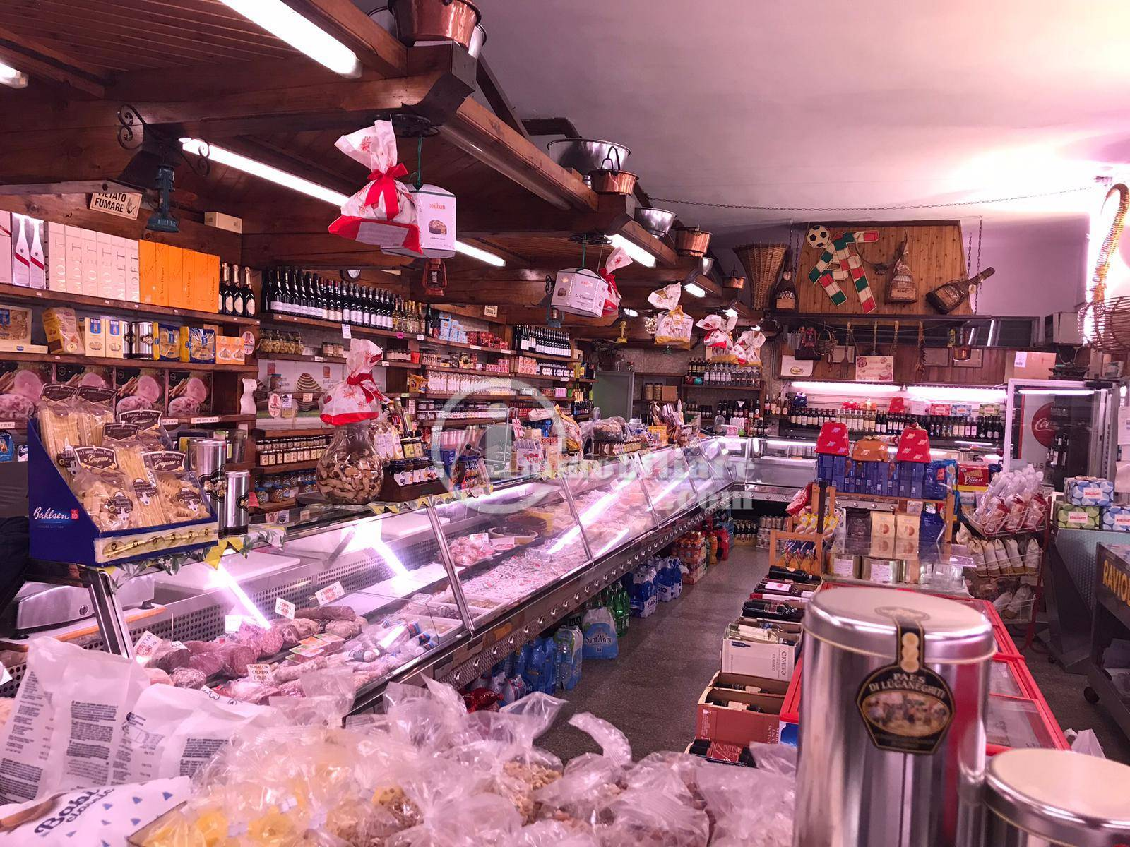 Negozio-locale in Vendita a Trezzano Sul Naviglio: 3 locali, 200 mq