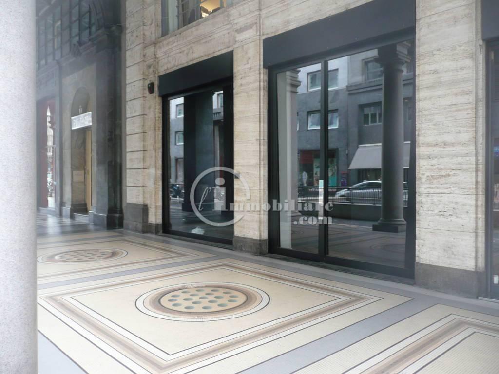 Negozio-locale in Affitto a Milano 01 Centro storico (Cerchia dei Navigli): 2 locali, 303 mq