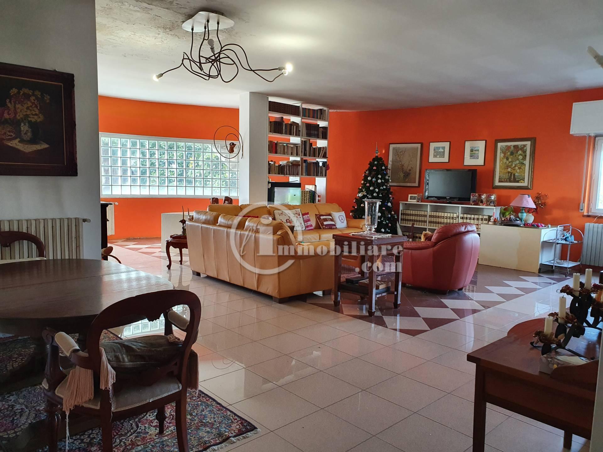 Appartamento in Vendita a Miradolo Terme: 5 locali, 272 mq