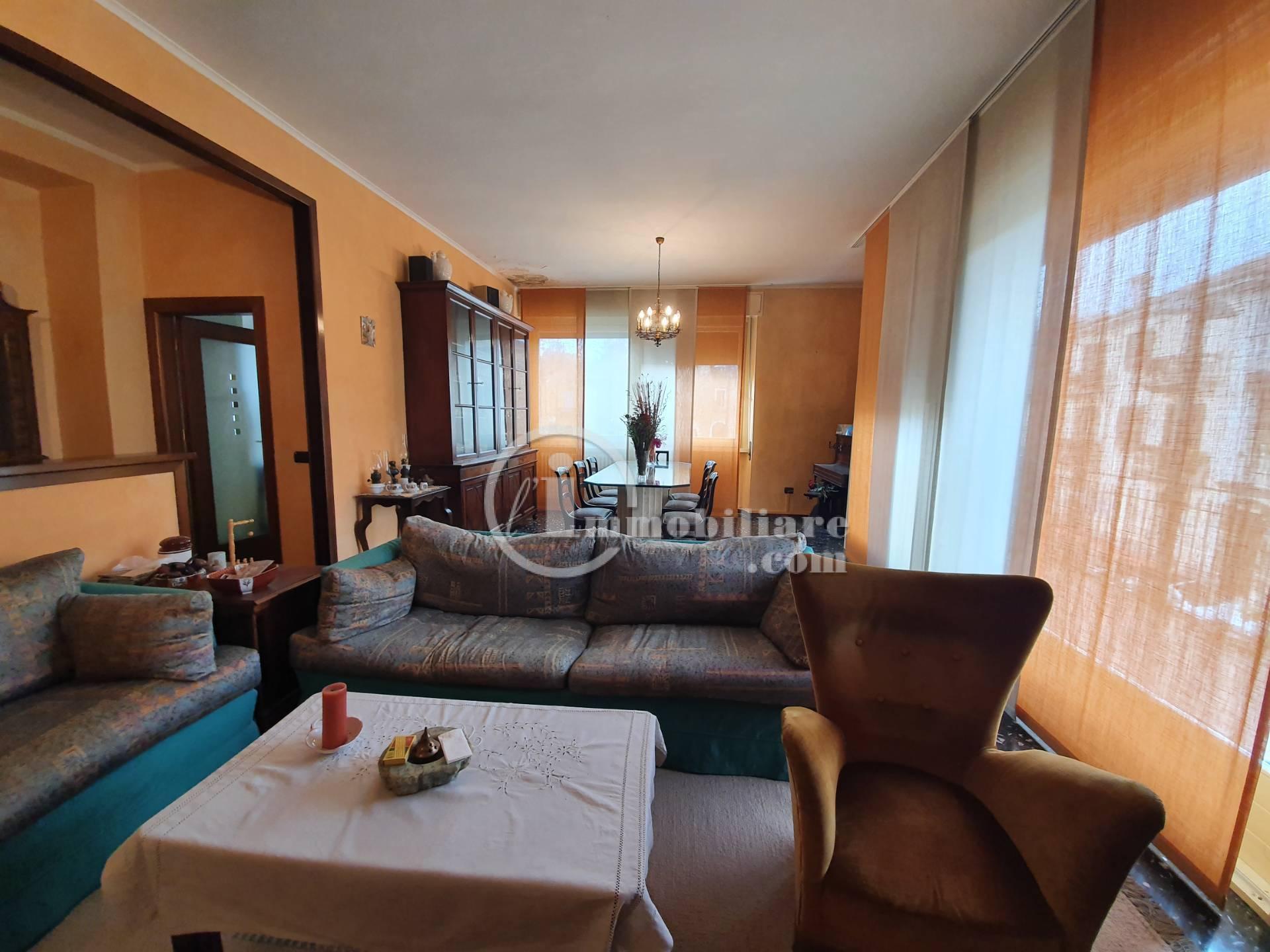 Appartamento in Vendita a Imbersago: 4 locali, 150 mq