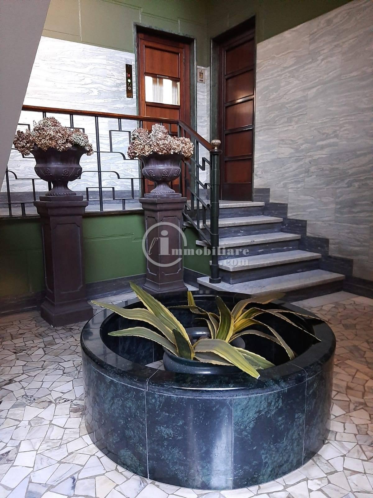 Ufficio-studio in Affitto a Milano 01 Centro storico (Cerchia dei Navigli): 5 locali, 180 mq