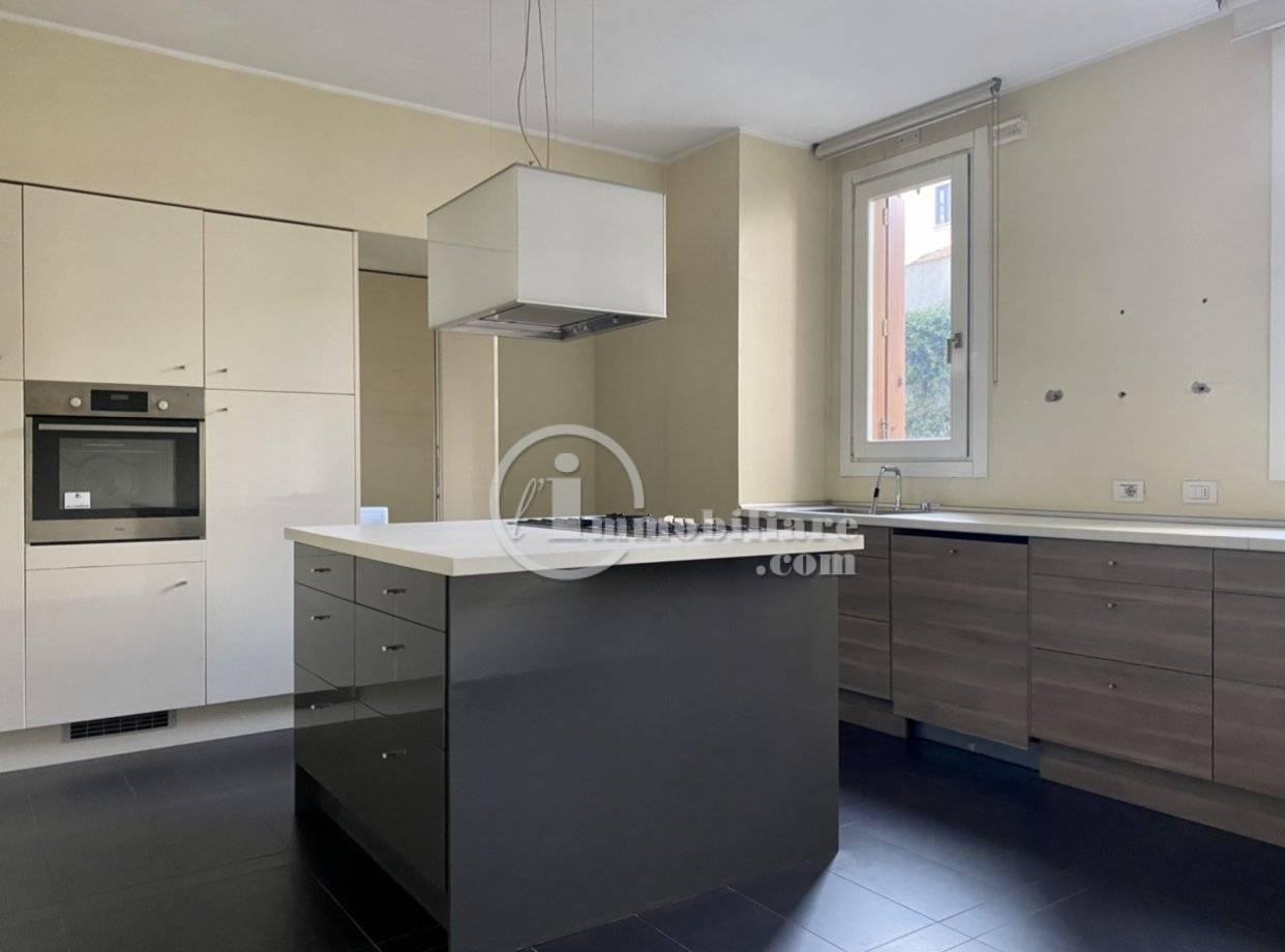 Appartamento in Vendita a Milano: 5 locali, 185 mq - Foto 2