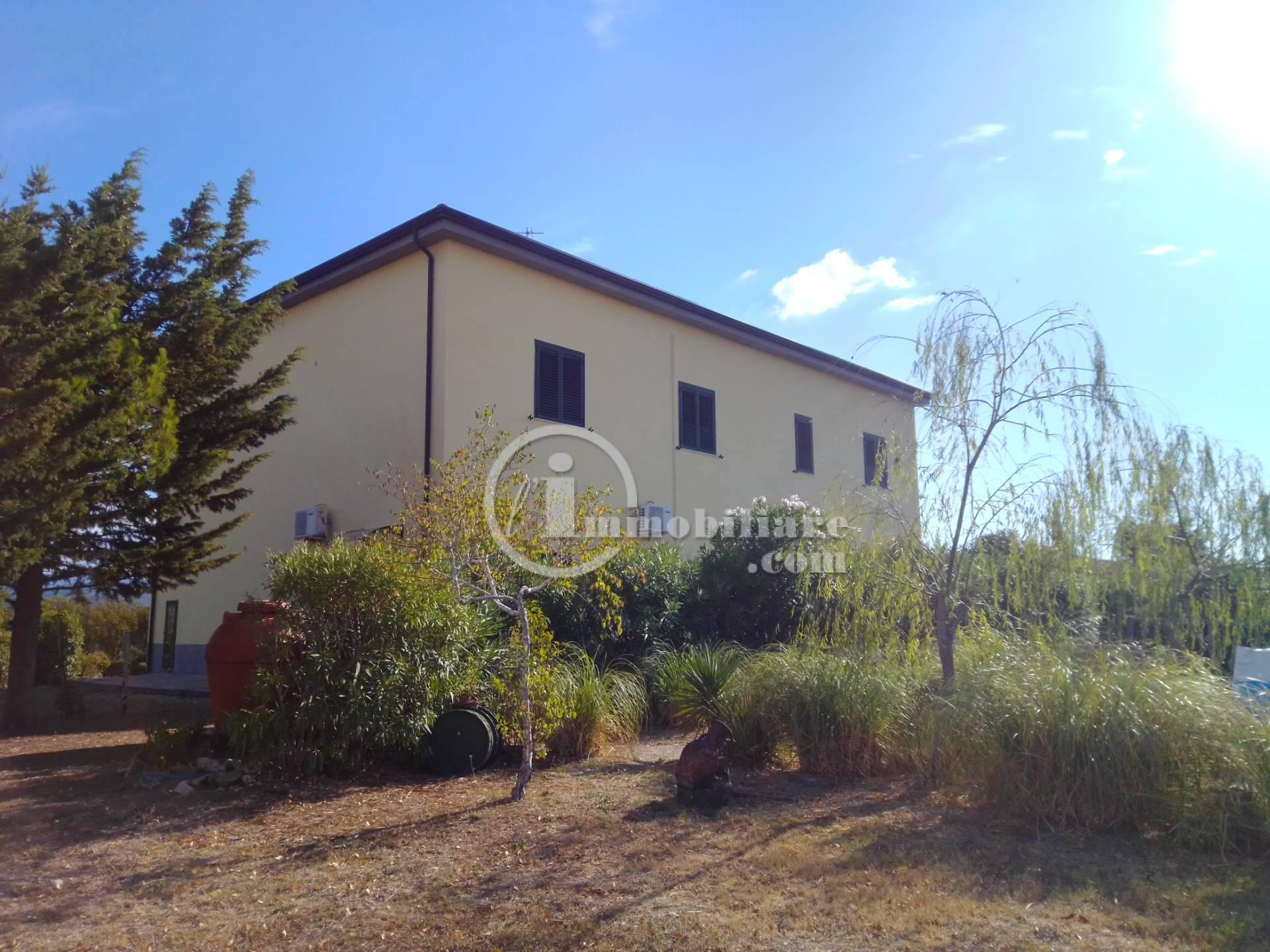 Palazzo in Vendita a Salerno: 5 locali, 460 mq