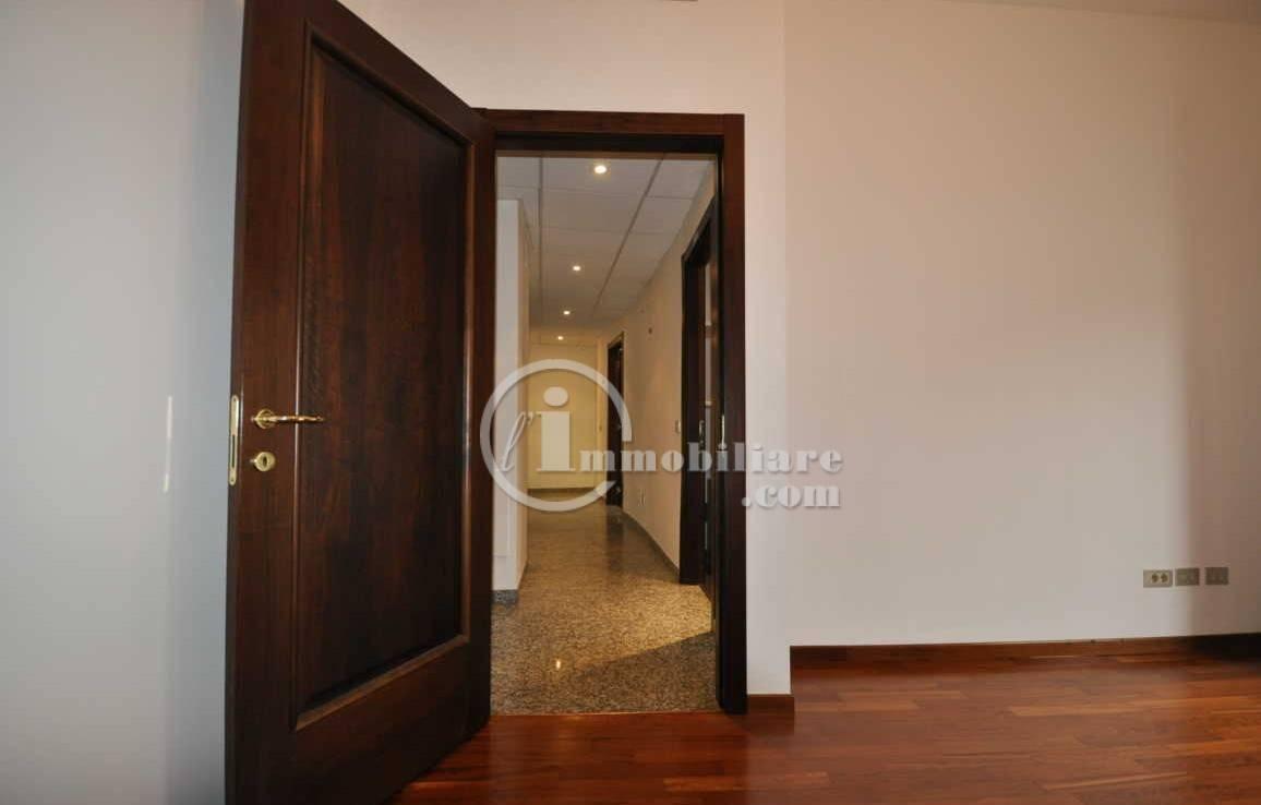 Ufficio-studio in Affitto a Milano 01 Centro storico (Cerchia dei Navigli): 4 locali, 85 mq