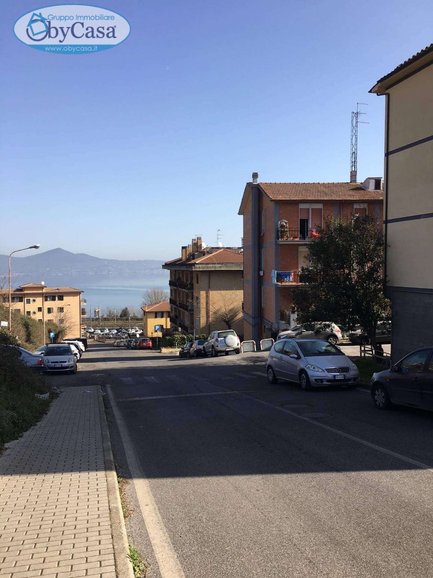 Appartamento in vendita a Bracciano, 3 locali, zona Zona: Stazione, prezzo € 140.000 | CambioCasa.it