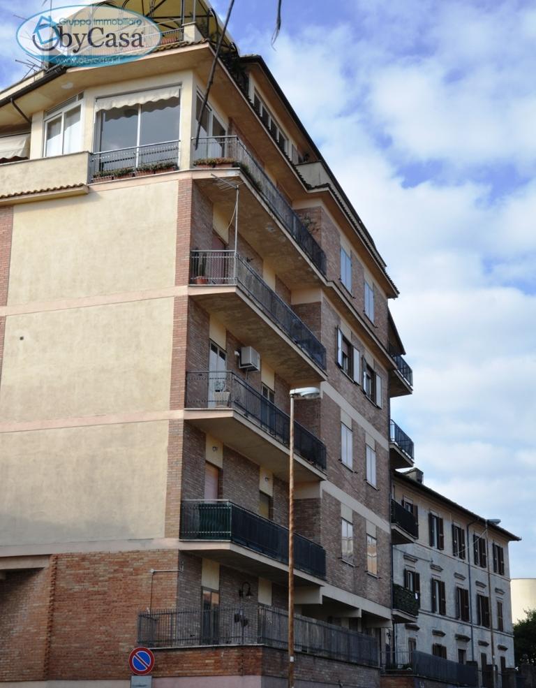 Appartamento in affitto a Bracciano, 2 locali, zona Zona: Centro, prezzo € 500   CambioCasa.it