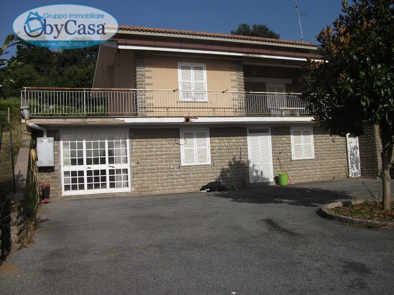 Villa in vendita a Oriolo Romano, 6 locali, zona Località: Terrafredda, prezzo € 135.000 | CambioCasa.it