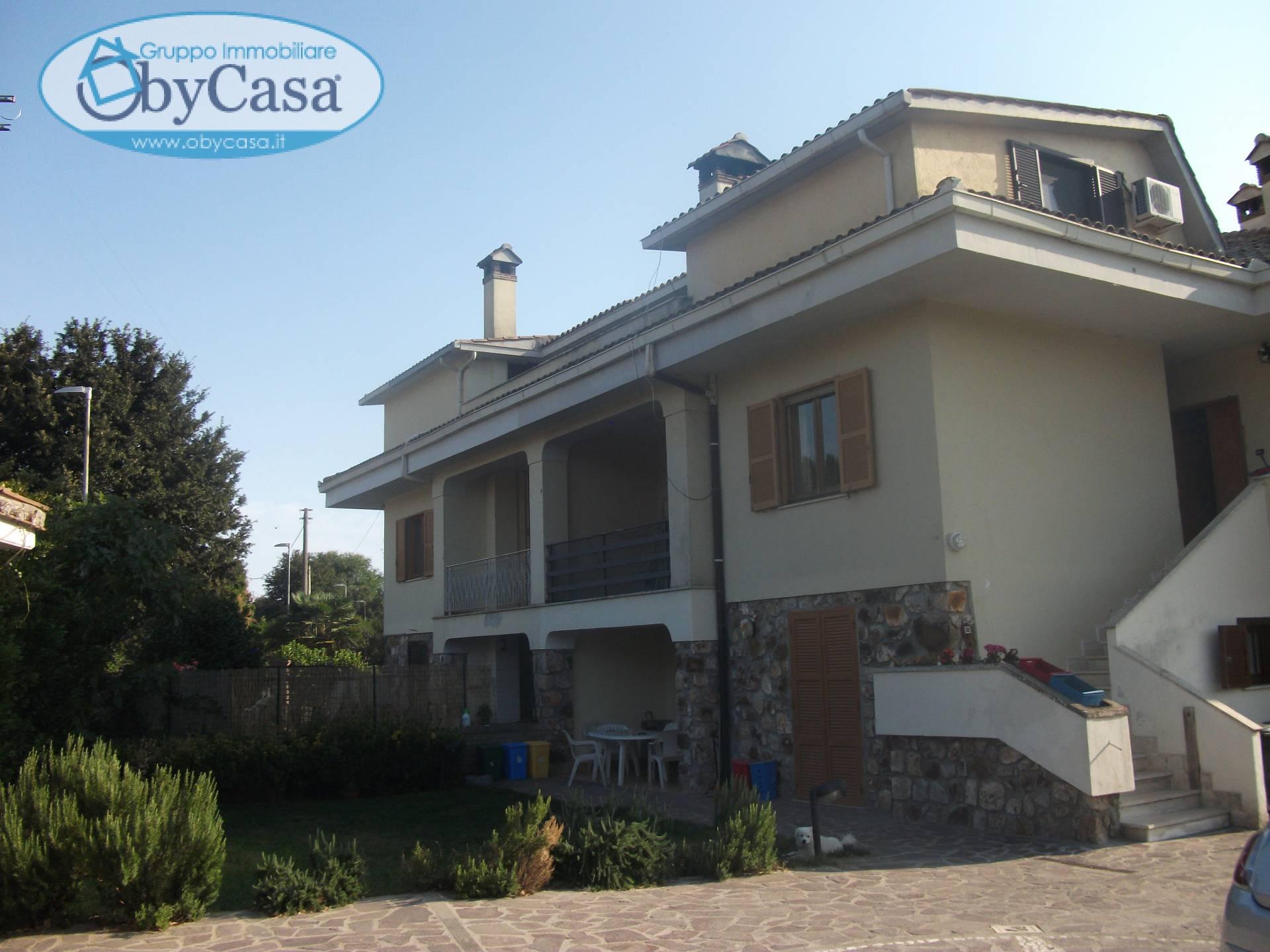 Appartamento in affitto a Oriolo Romano, 5 locali, prezzo € 590 | CambioCasa.it