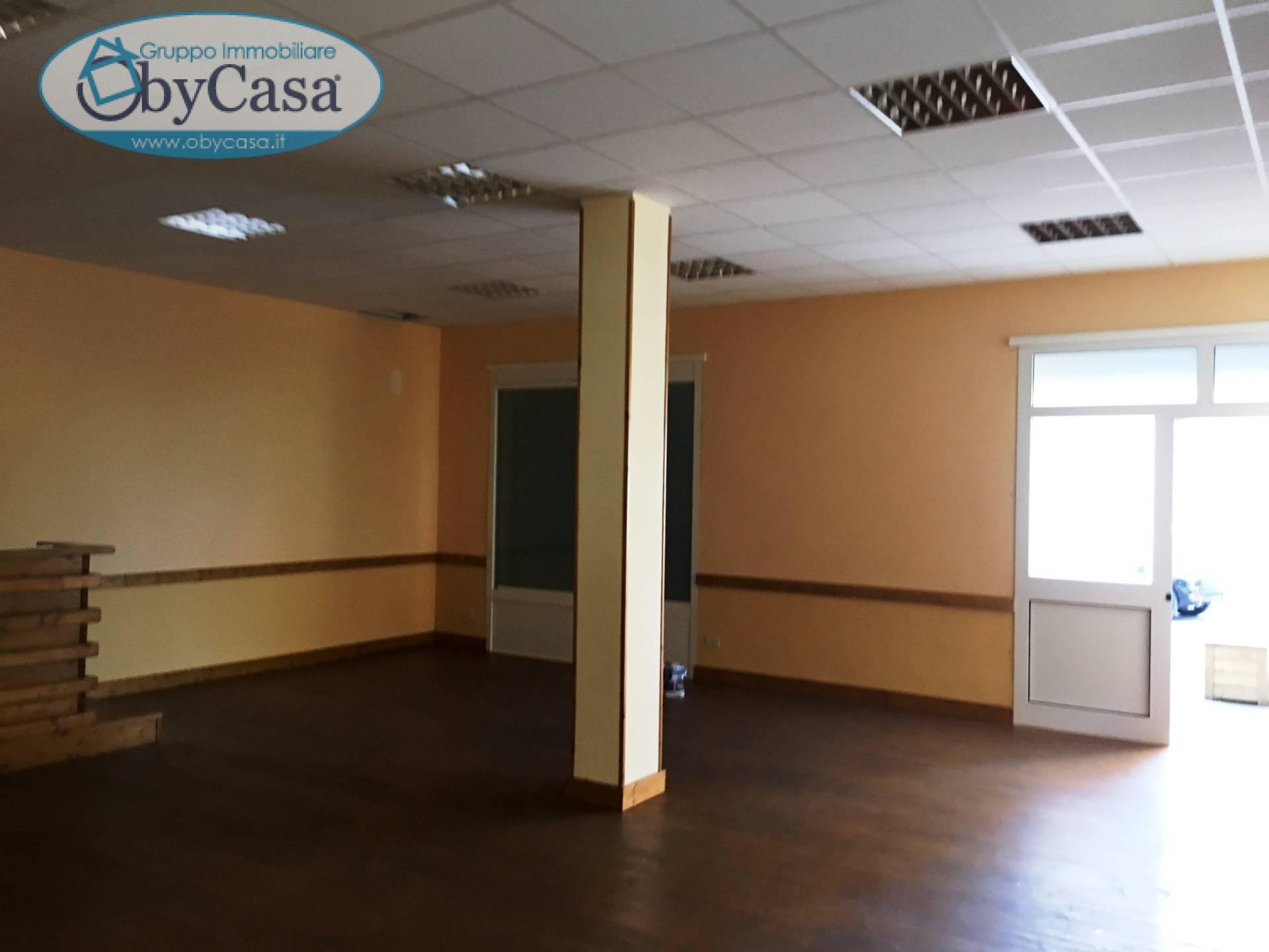 Negozio / Locale in affitto a Bracciano, 9999 locali, zona Zona: Centro, prezzo € 550 | CambioCasa.it