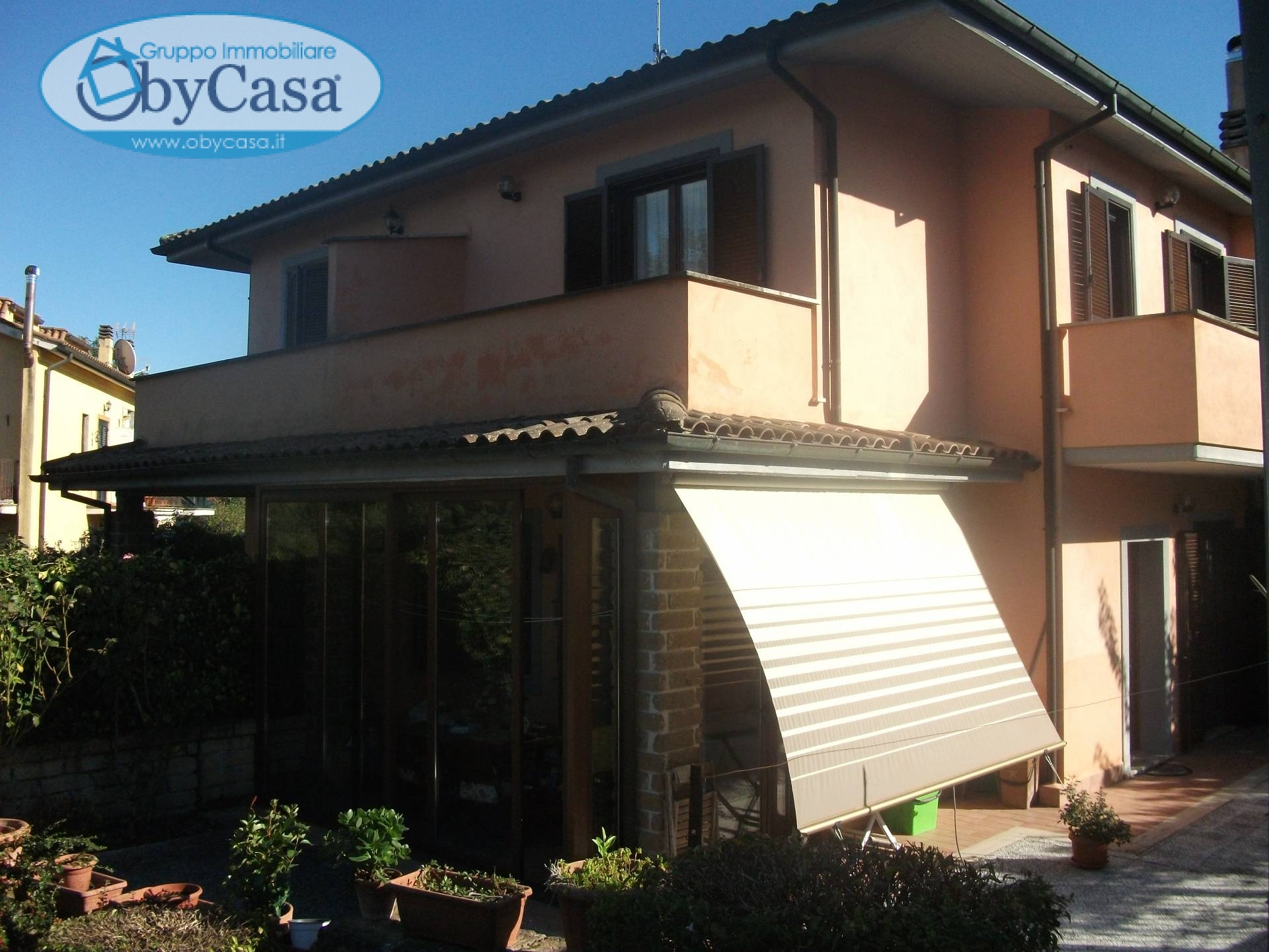 Villa in vendita a Oriolo Romano, 4 locali, prezzo € 156.000 | CambioCasa.it