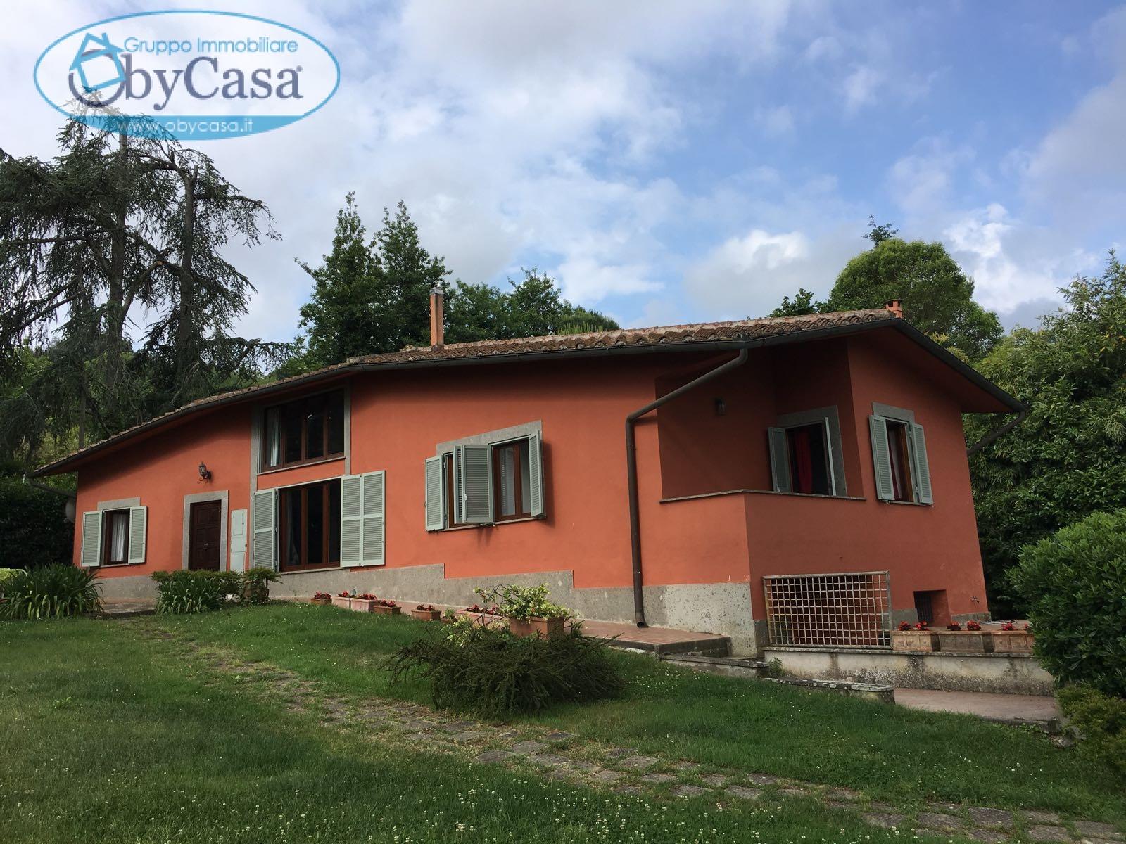 Villa in vendita a Bracciano, 6 locali, zona Località: lago, prezzo € 410.000 | CambioCasa.it
