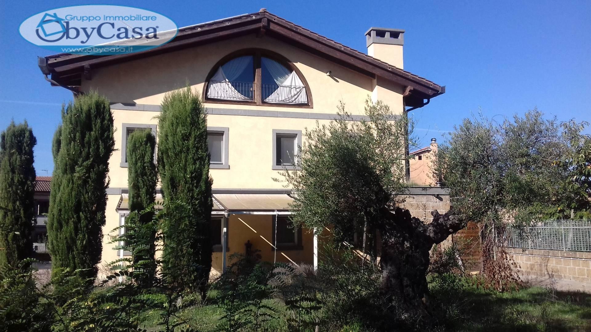 Villa in affitto a Oriolo Romano, 19 locali, prezzo € 5.000 | CambioCasa.it