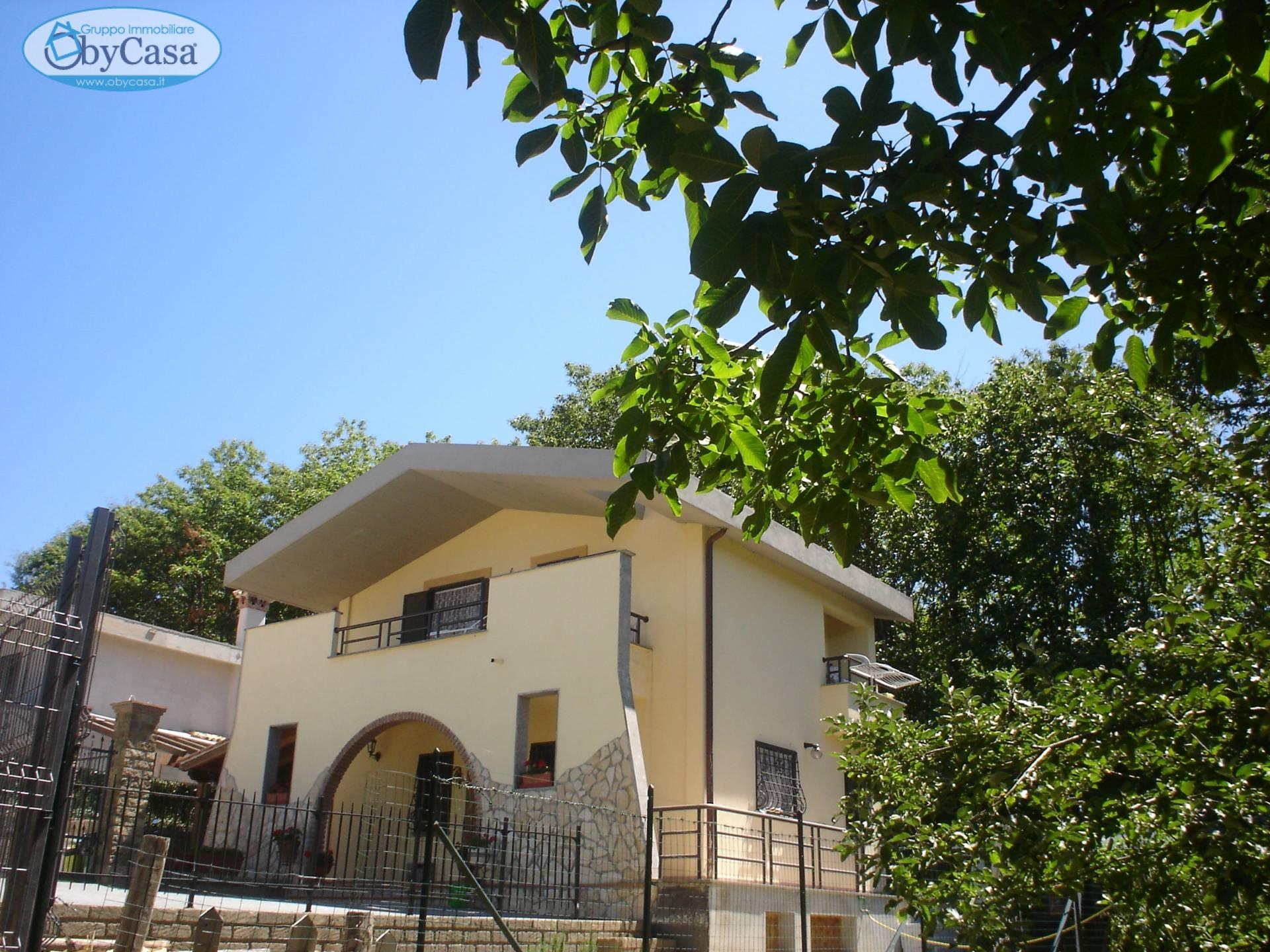 Villa in vendita a Canale Monterano, 8 locali, zona Zona: Montevirginio, prezzo € 219.000 | CambioCasa.it