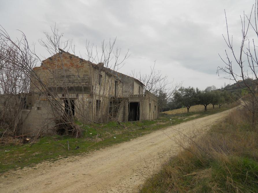 Rustico / Casale in vendita a Controguerra, 5 locali, prezzo € 60.000 | CambioCasa.it