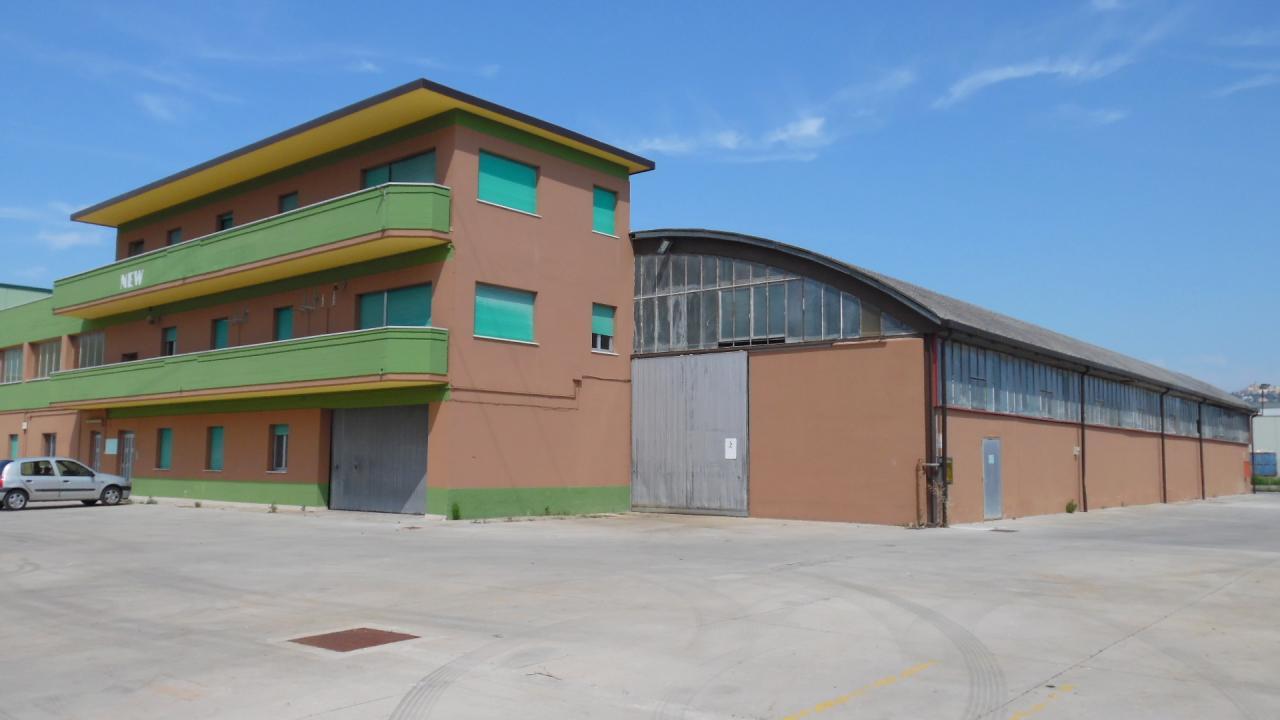 Capannone in vendita a Monteprandone, 9999 locali, zona Zona: Centobuchi, prezzo € 350.000 | CambioCasa.it