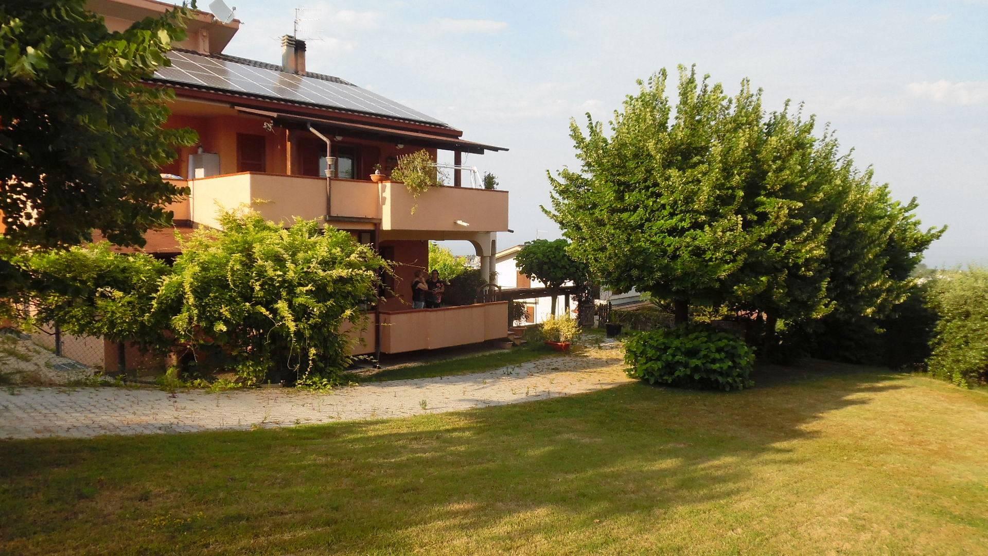 Villa in vendita a Martinsicuro, 15 locali, zona Località: Residenziale, prezzo € 700.000 | CambioCasa.it