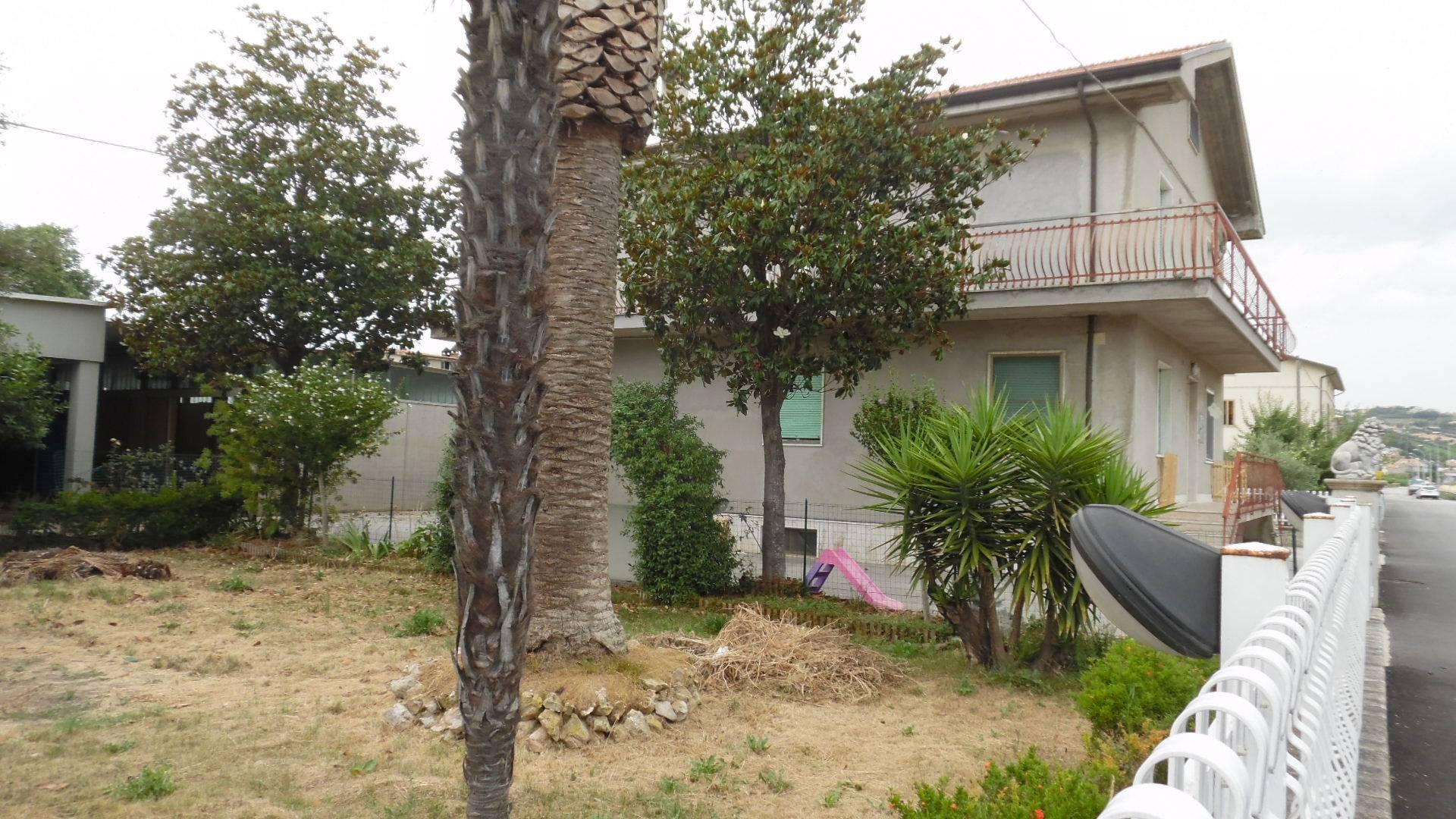 Appartamento in affitto a Monteprandone, 4 locali, zona Zona: Centobuchi, prezzo € 500 | CambioCasa.it