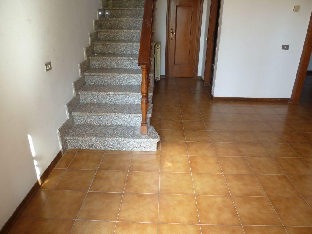 Soluzione Indipendente in affitto a San Giuliano Terme, 5 locali, prezzo € 800   CambioCasa.it