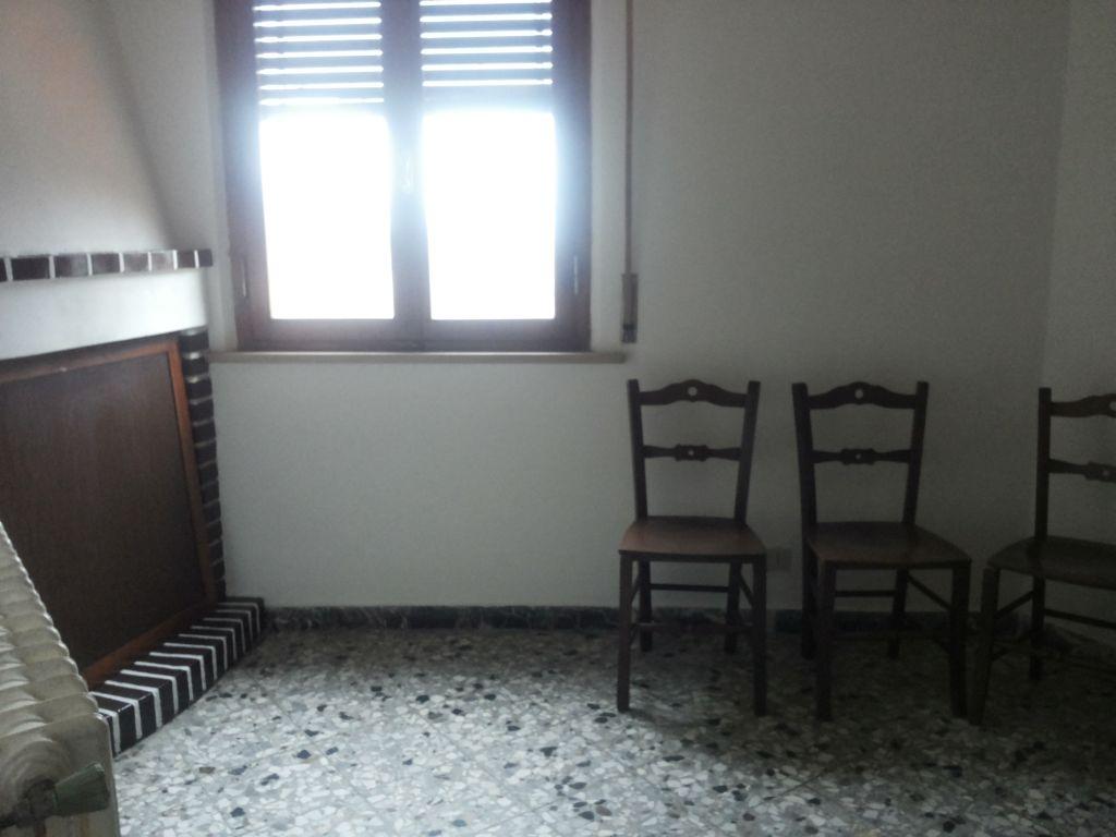 Appartamento in affitto a Buti, 5 locali, prezzo € 470 | CambioCasa.it