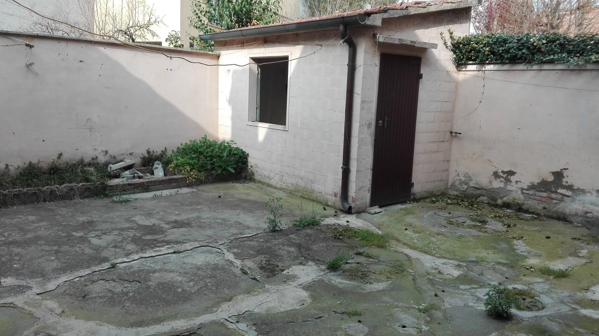 Appartamento in vendita a Bagnacavallo, 6 locali, zona Località: centro, prezzo € 115.000 | CambioCasa.it