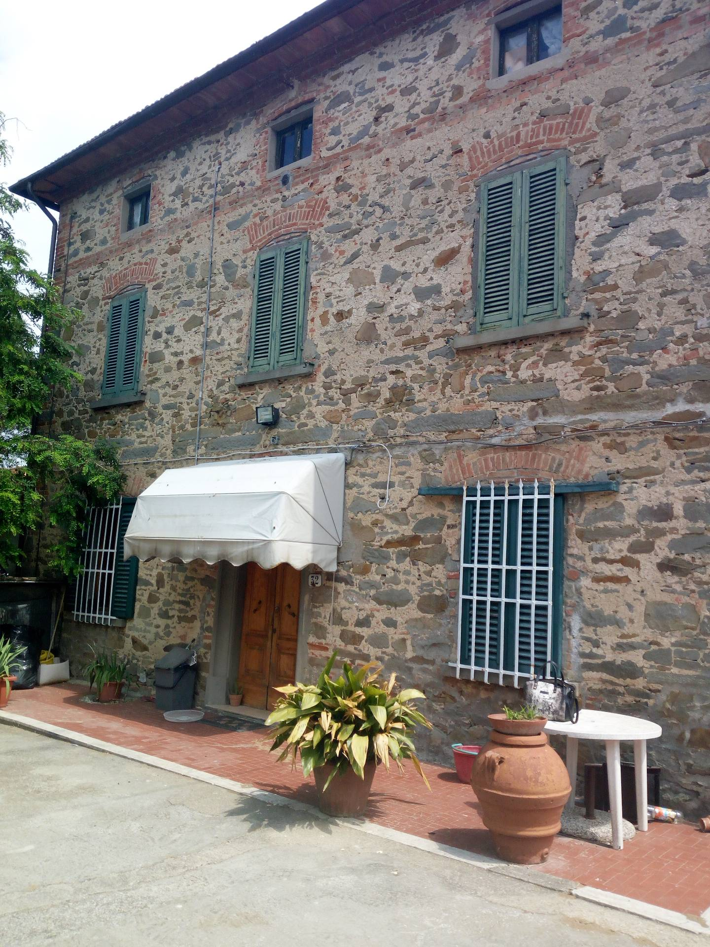 Soluzione Indipendente in affitto a Vinci, 8 locali, prezzo € 850 | CambioCasa.it