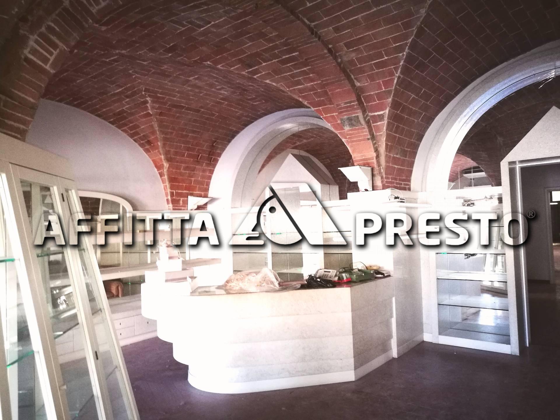 Attività / Licenza in affitto a Pontedera, 4 locali, prezzo € 1.600 | CambioCasa.it