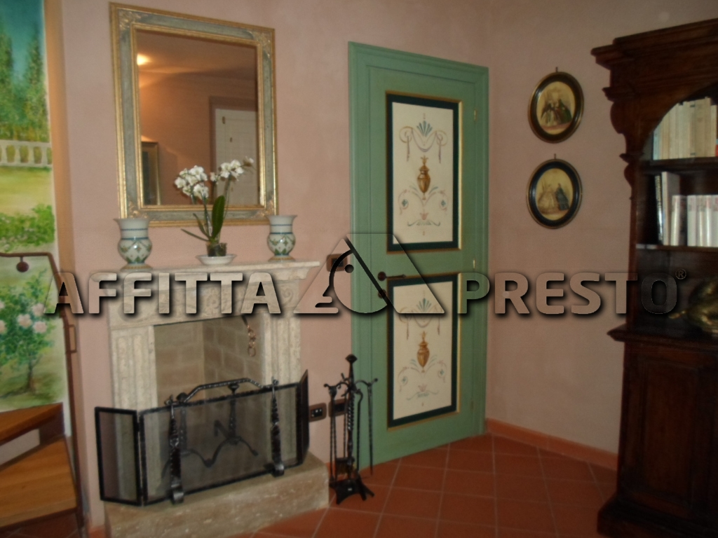 Soluzione Semindipendente in affitto a Cesena, 6 locali, zona Località: CENTROSTORICO, prezzo € 500   CambioCasa.it