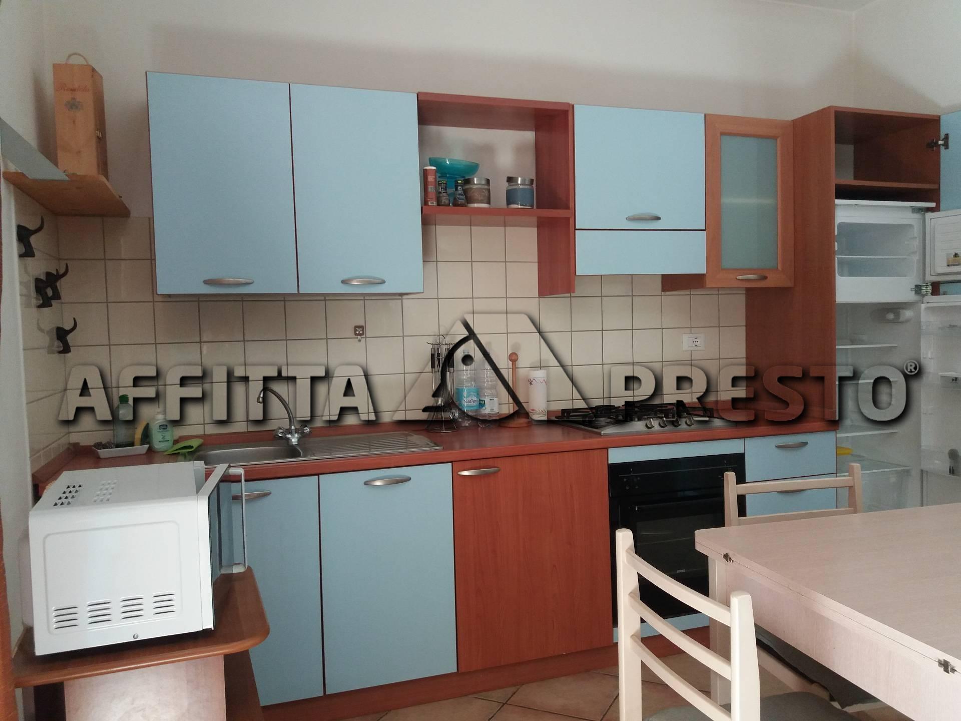 Soluzione Indipendente in affitto a Pontedera, 2 locali, prezzo € 475   CambioCasa.it