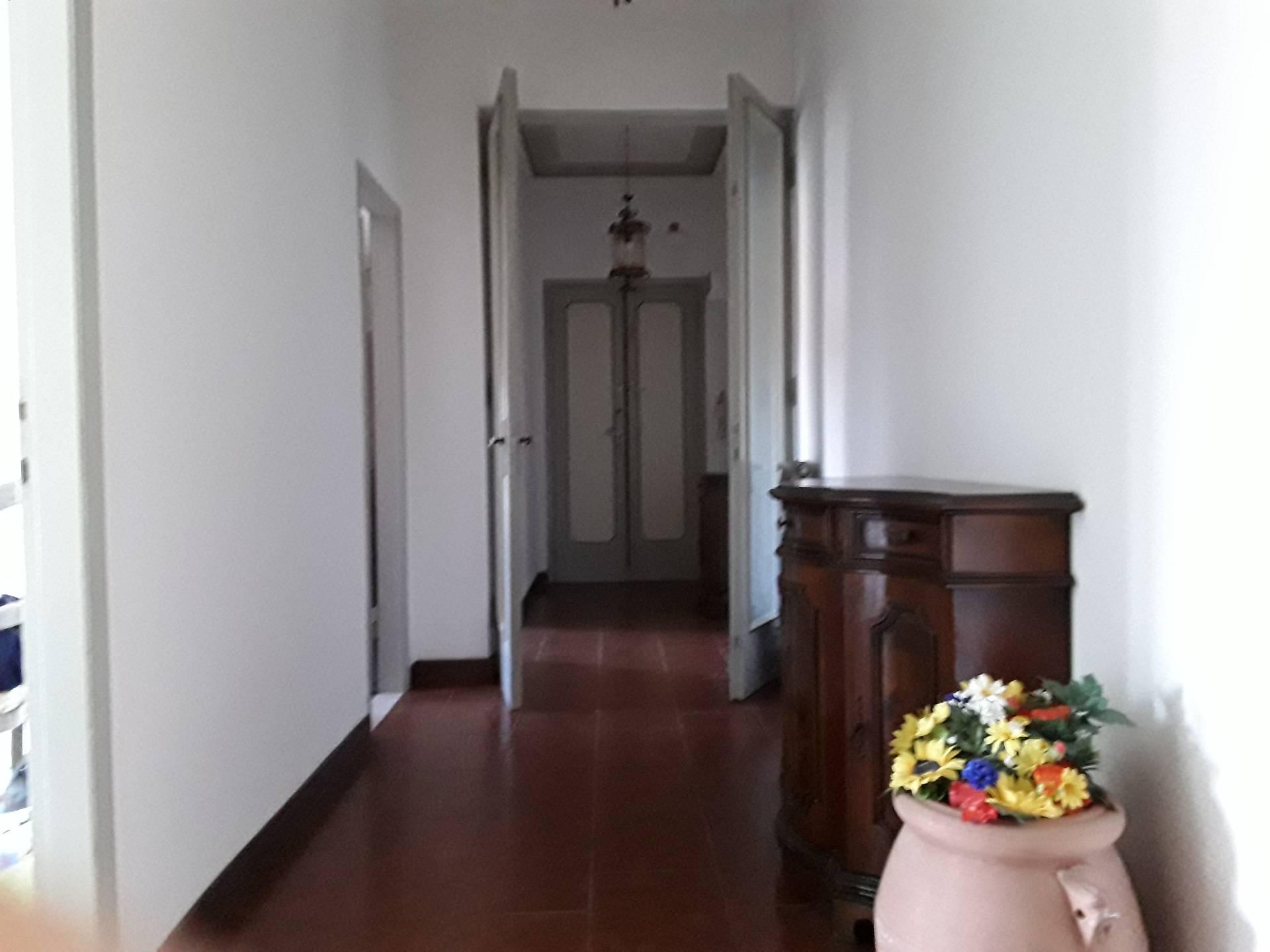 Appartamento in affitto a Signa, 4 locali, zona Località: Centro, prezzo € 700 | CambioCasa.it