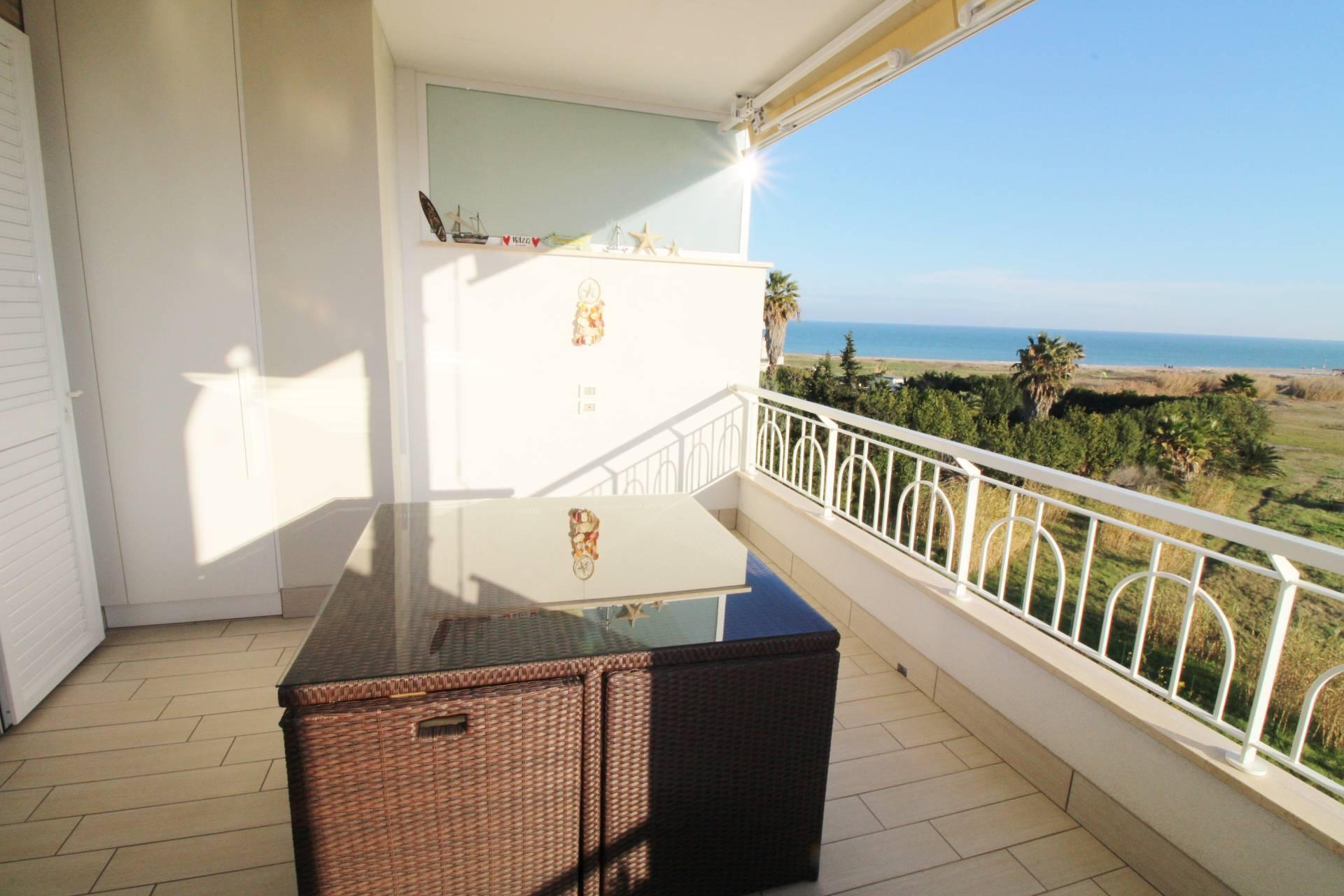 Appartamento in vendita a San Benedetto del Tronto, 4 locali, zona Località: PORTODASCOLI(lungomare, prezzo € 420.000 | PortaleAgenzieImmobiliari.it