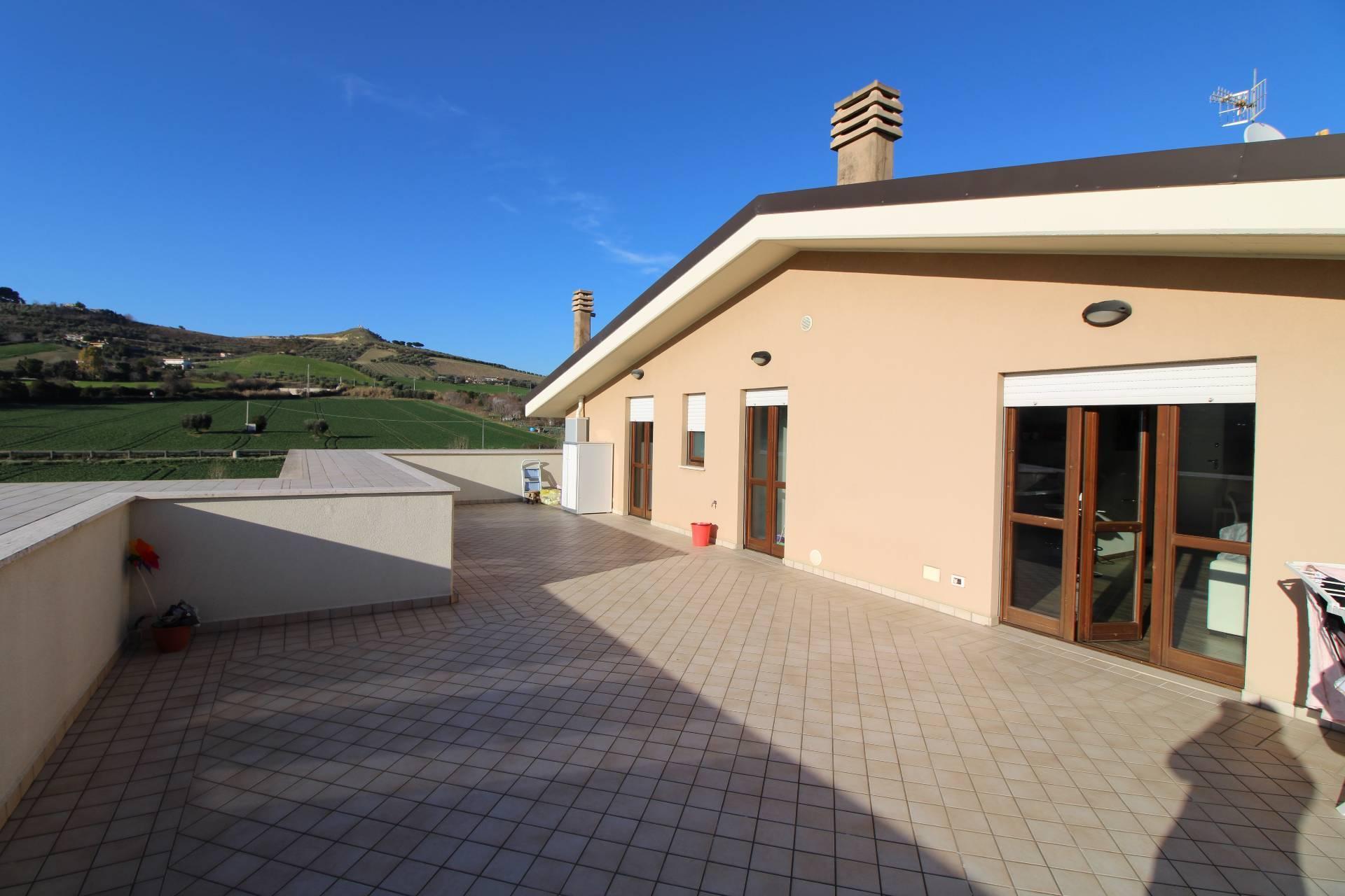 Appartamento in vendita a San Benedetto del Tronto, 4 locali, zona Località: PORTODASCOLI(residenziale, prezzo € 300.000 | PortaleAgenzieImmobiliari.it