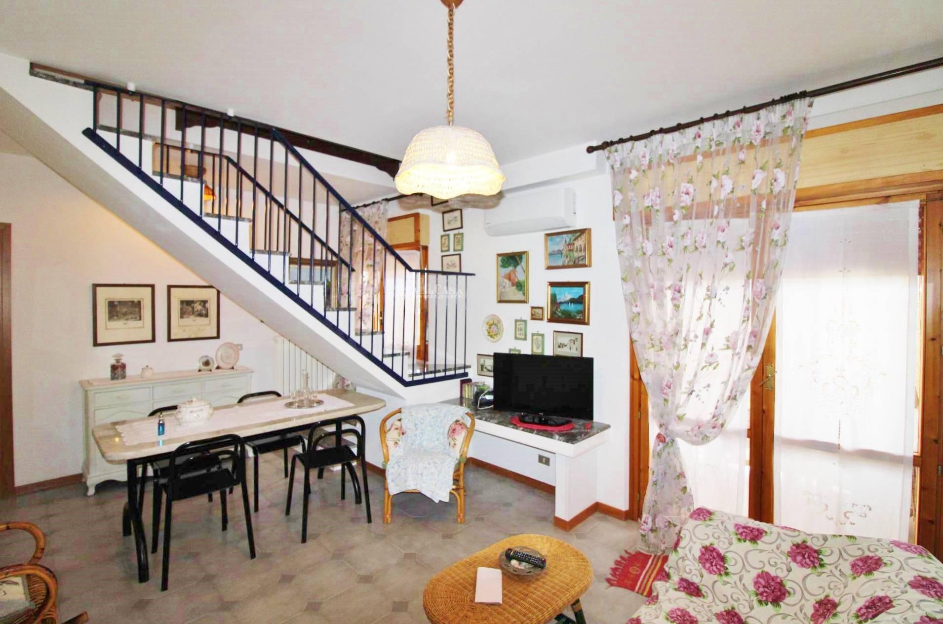 Appartamento in vendita a Martinsicuro, 4 locali, zona Località: Centro, prezzo € 120.000 | PortaleAgenzieImmobiliari.it