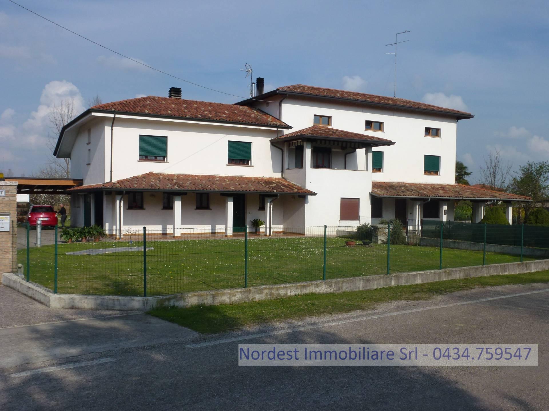 Villa Bifamiliare in vendita a Gaiarine, 8 locali, Trattative riservate | CambioCasa.it