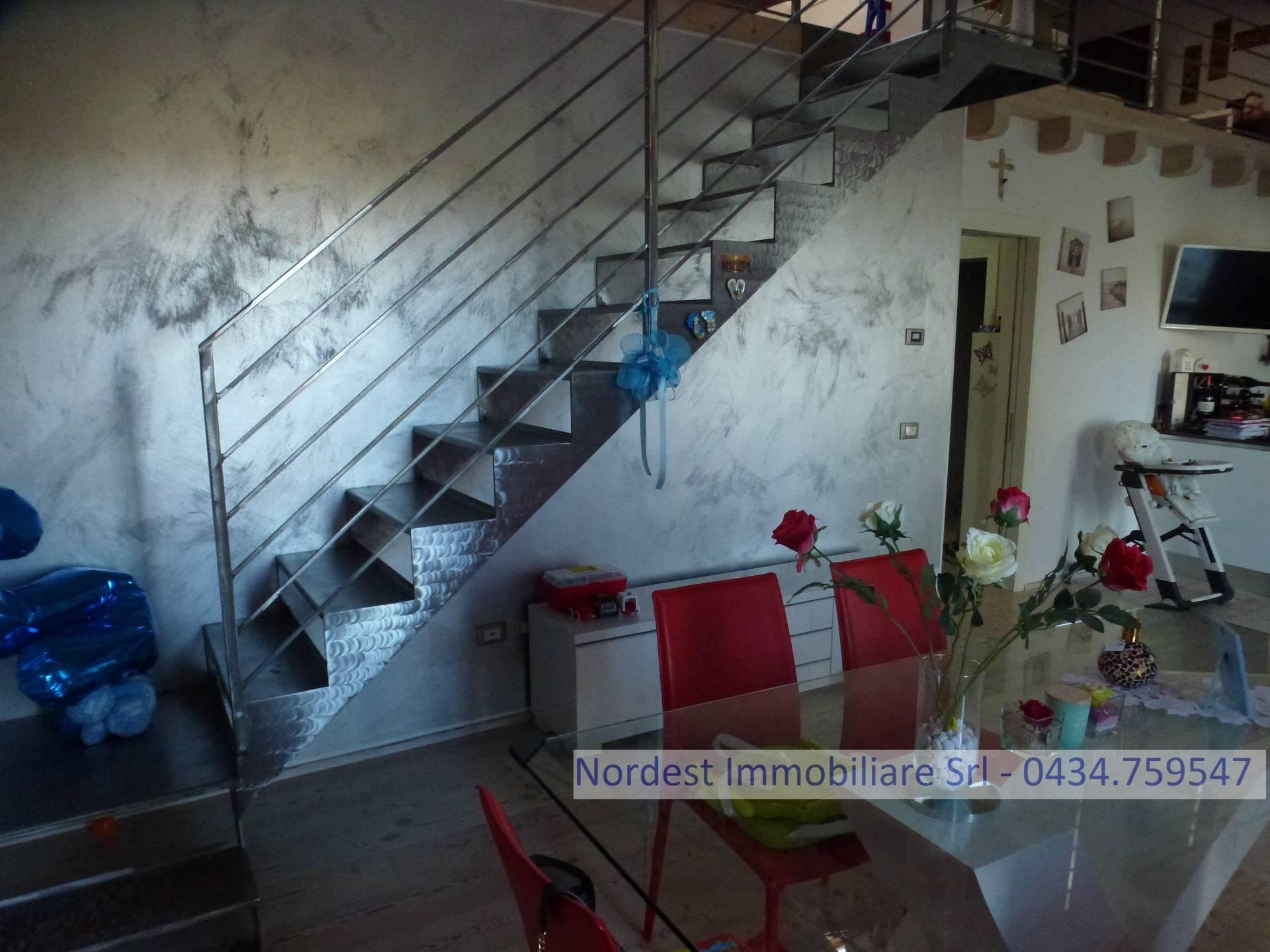 Villa Bifamiliare in vendita a Prata di Pordenone, 8 locali, Trattative riservate | CambioCasa.it