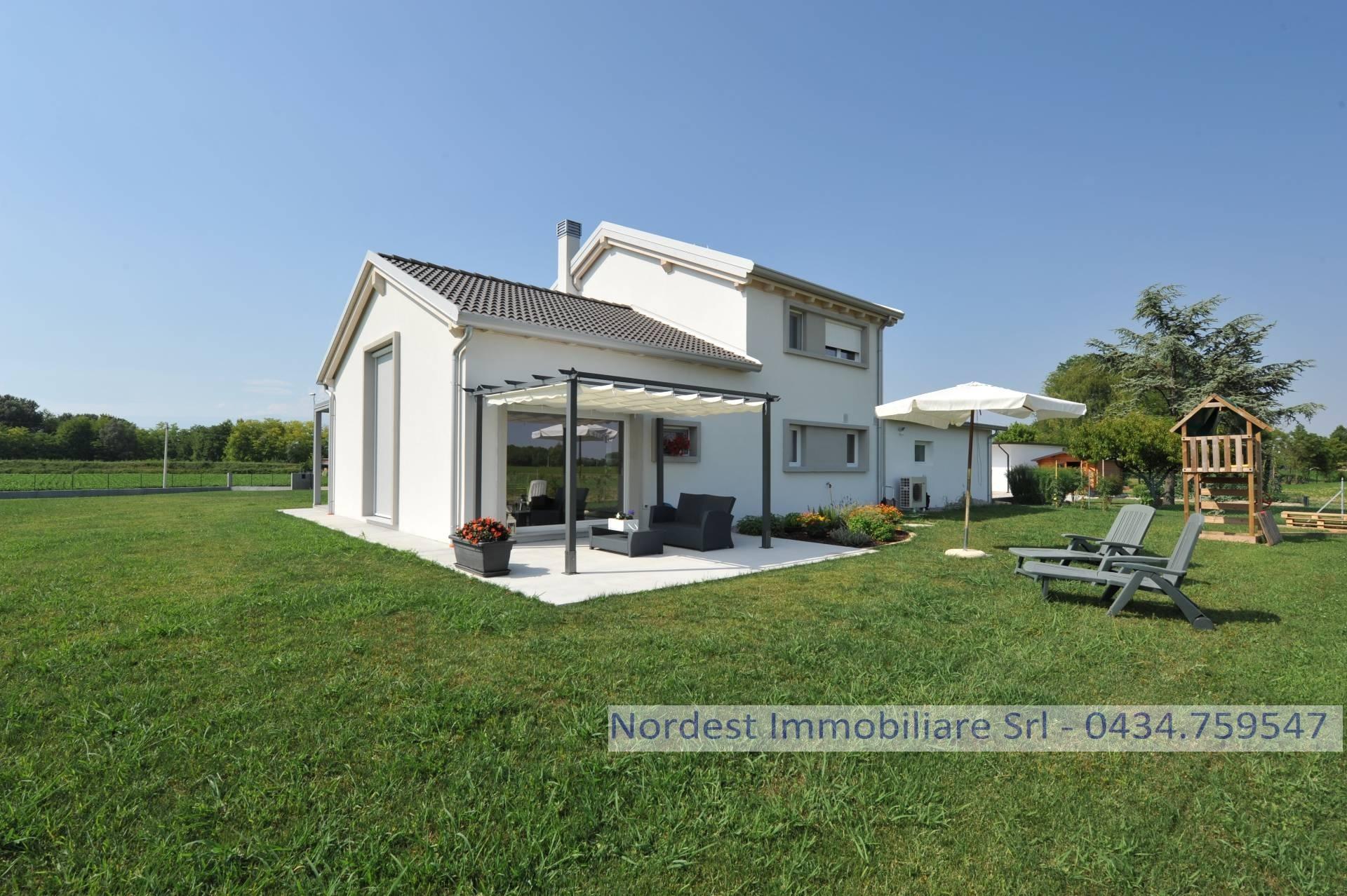 Soluzione Indipendente in vendita a Fontanelle, 8 locali, Trattative riservate | CambioCasa.it