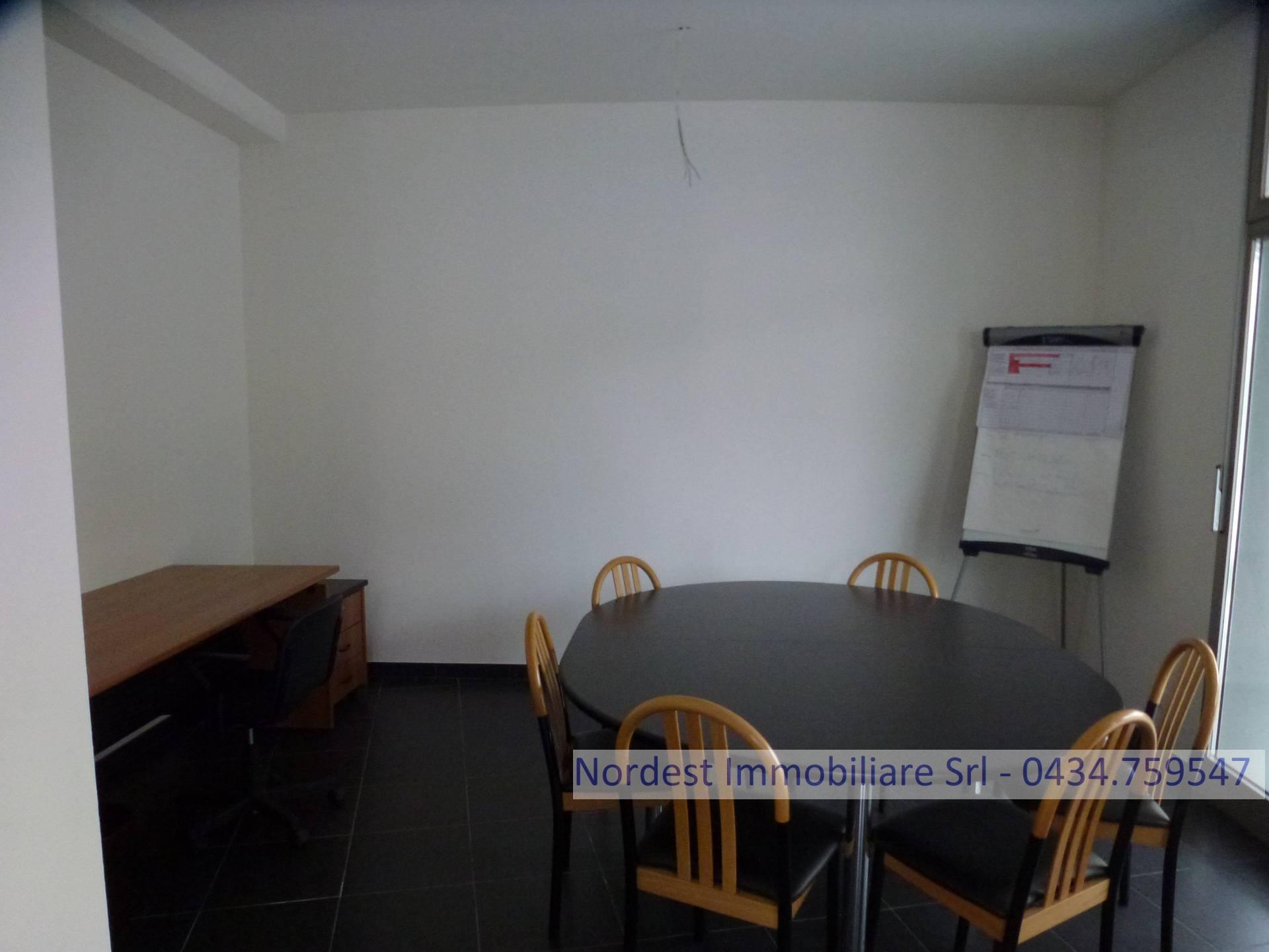 Ufficio / Studio in affitto a Mansuè, 9999 locali, prezzo € 50.000   CambioCasa.it