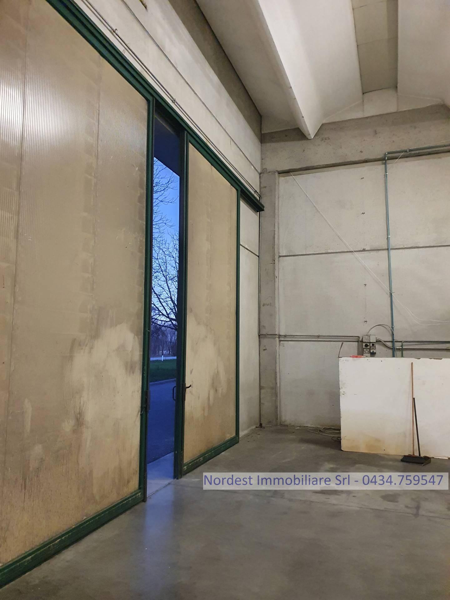 Capannone in vendita a Brugnera, 9999 locali, prezzo € 285.000 | CambioCasa.it