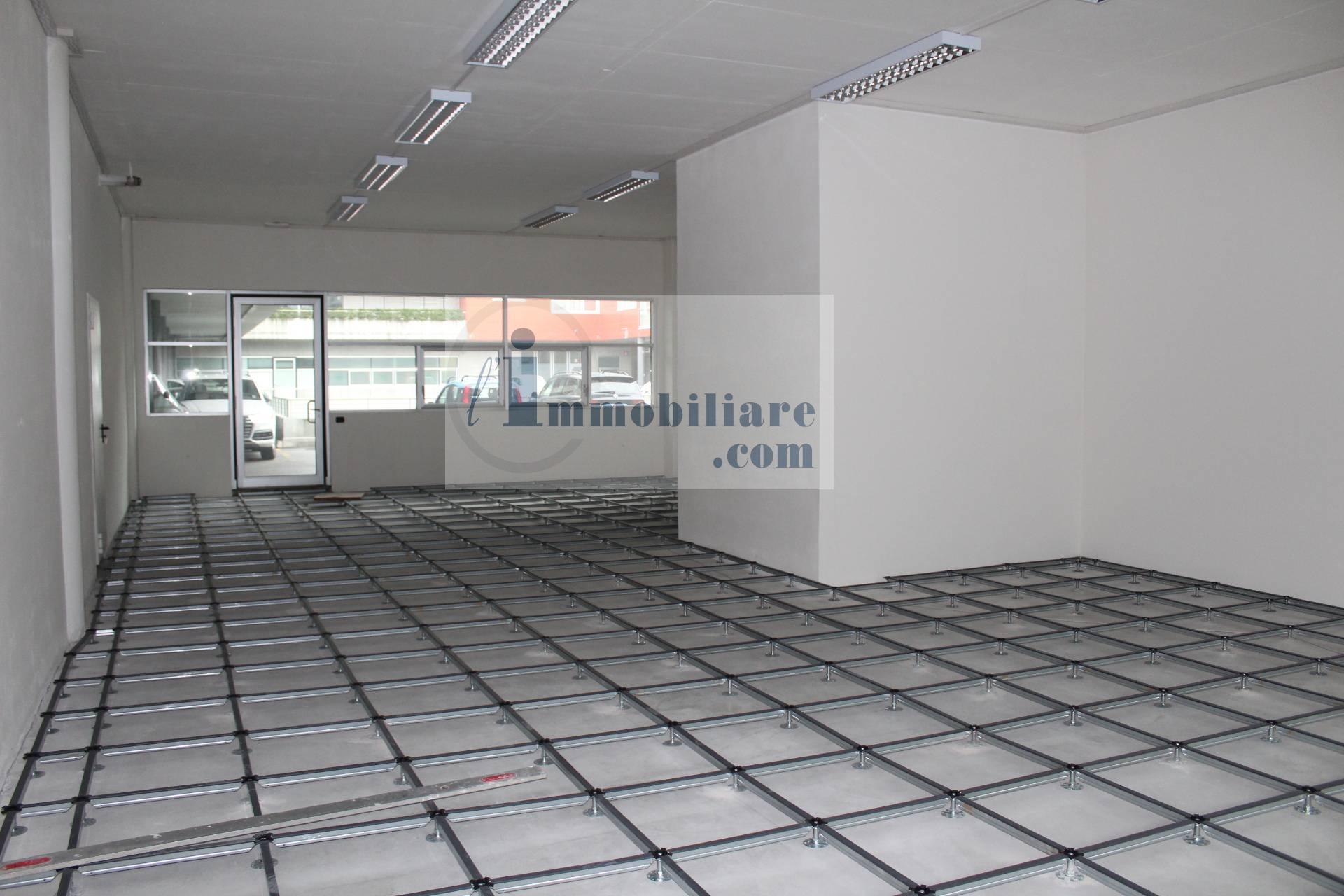 Magazzino in vendita a Bolzano, 5 locali, zona Zona: Periferia, prezzo € 315.000 | CambioCasa.it