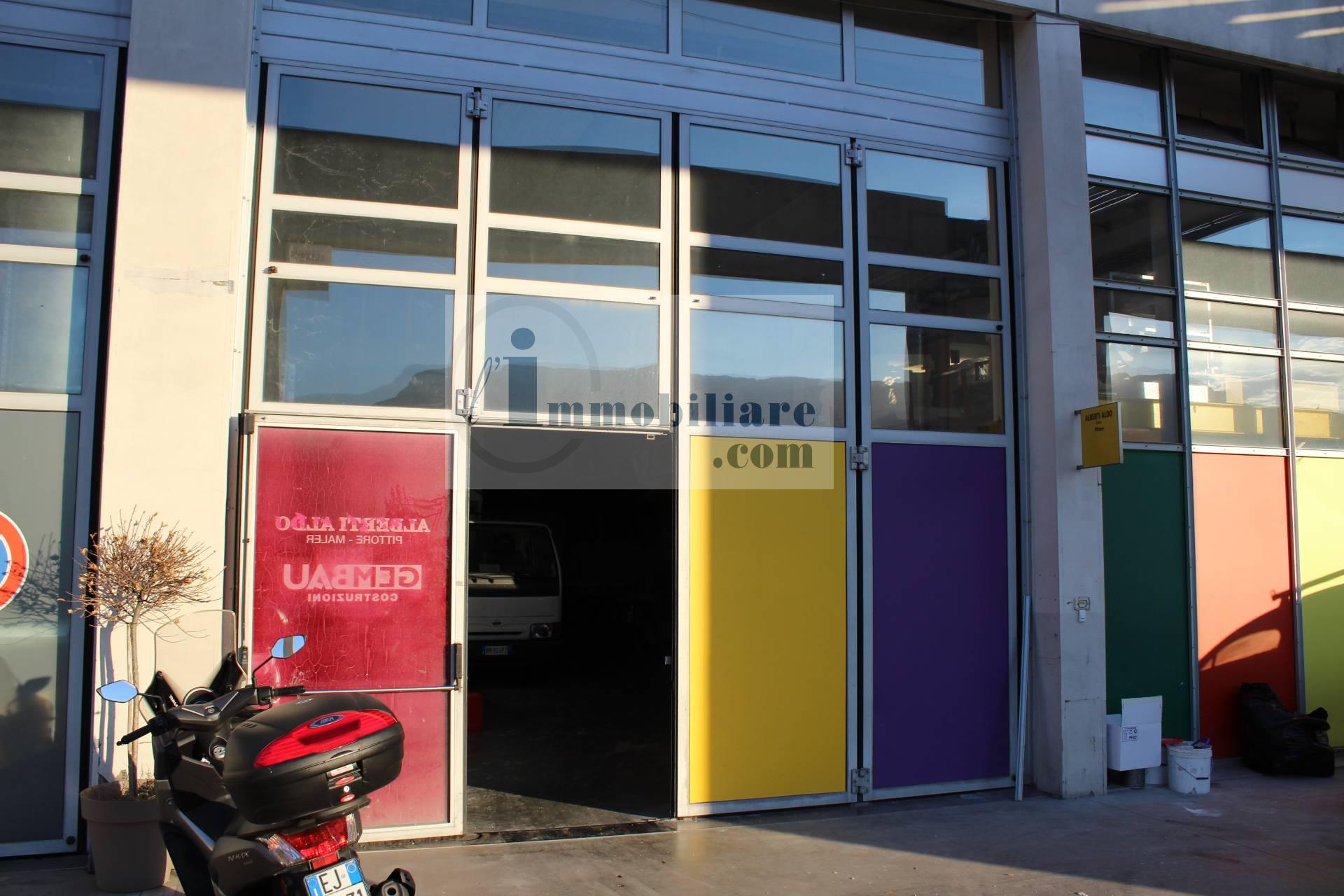 Magazzino in vendita a Bolzano, 4 locali, zona Zona: Periferia, prezzo € 330.000 | CambioCasa.it