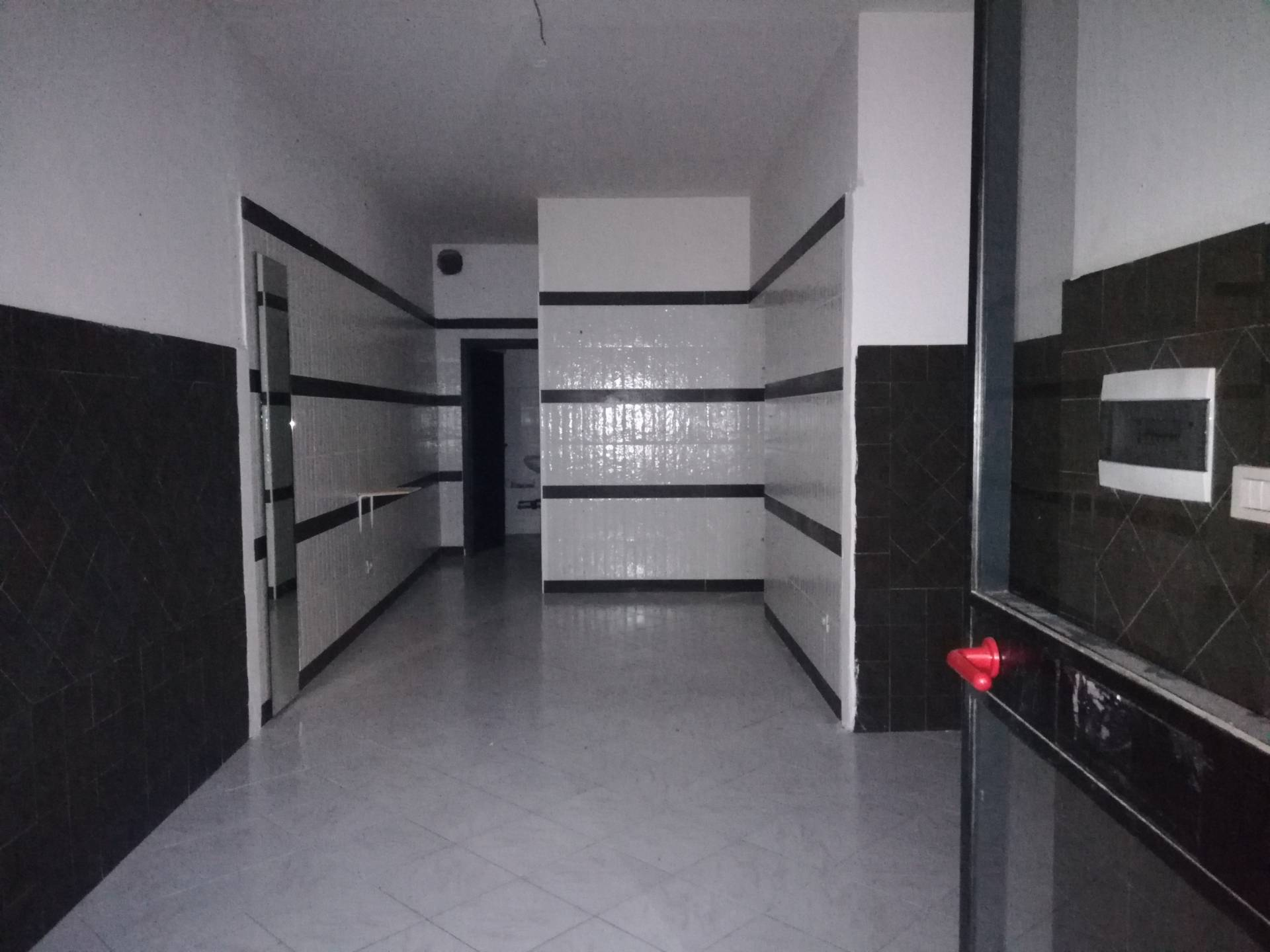 Negozio / Locale in affitto a Frosinone, 9999 locali, zona Zona: Centro, prezzo € 350   CambioCasa.it