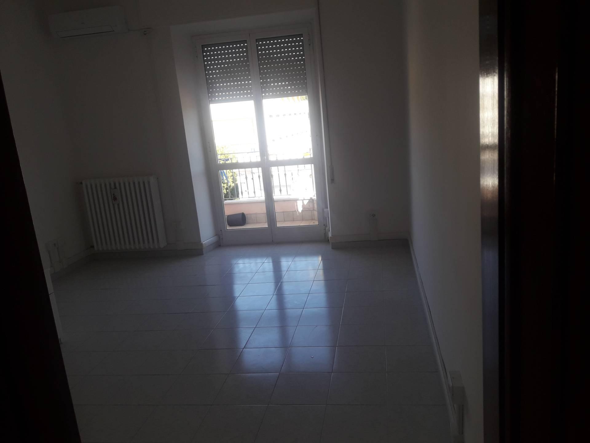 Ufficio / Studio in affitto a Frosinone, 9999 locali, zona Zona: Centro, prezzo € 200 | CambioCasa.it
