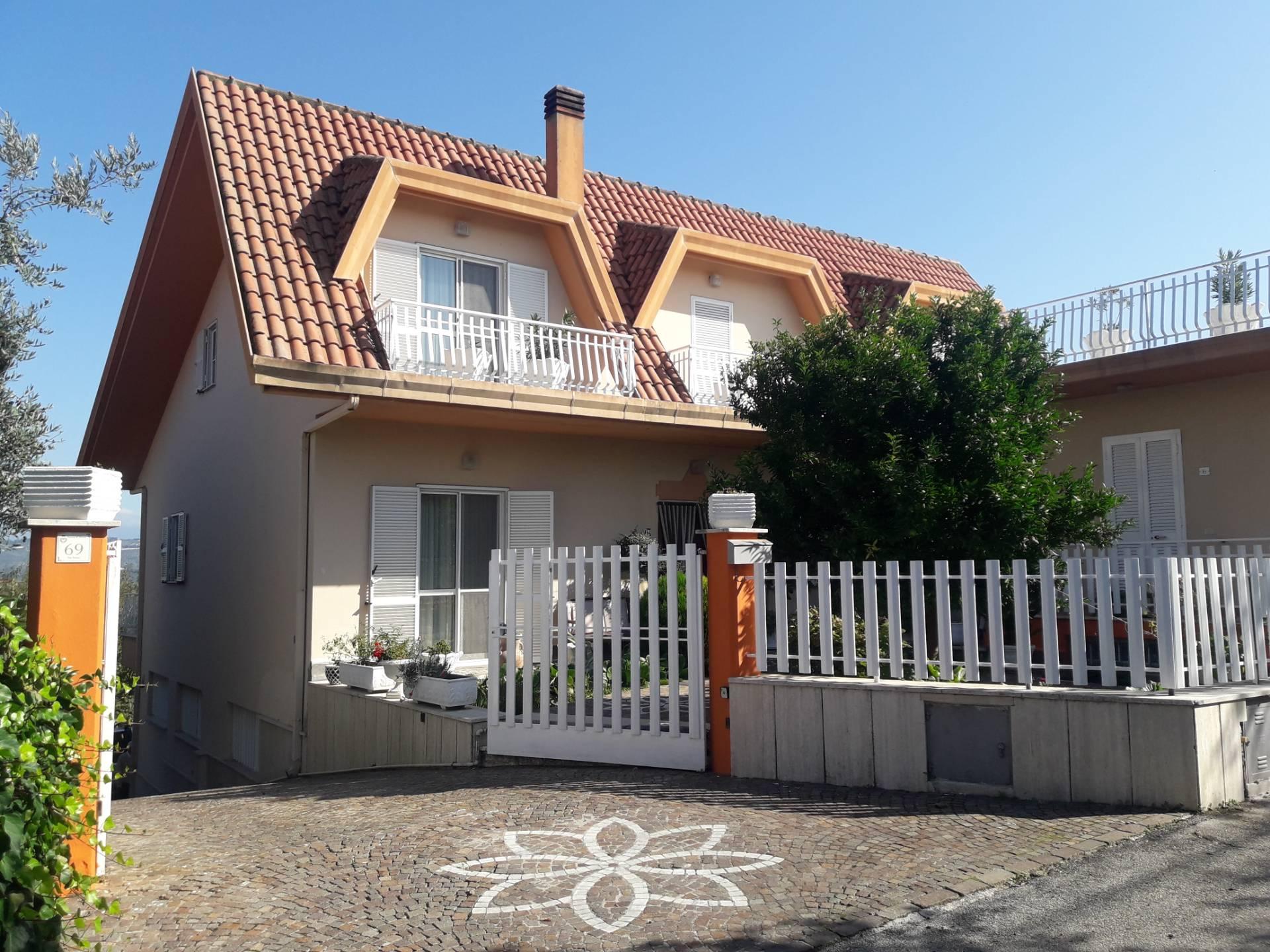 Villa in vendita a Torrice, 20 locali, prezzo € 280.000 | CambioCasa.it