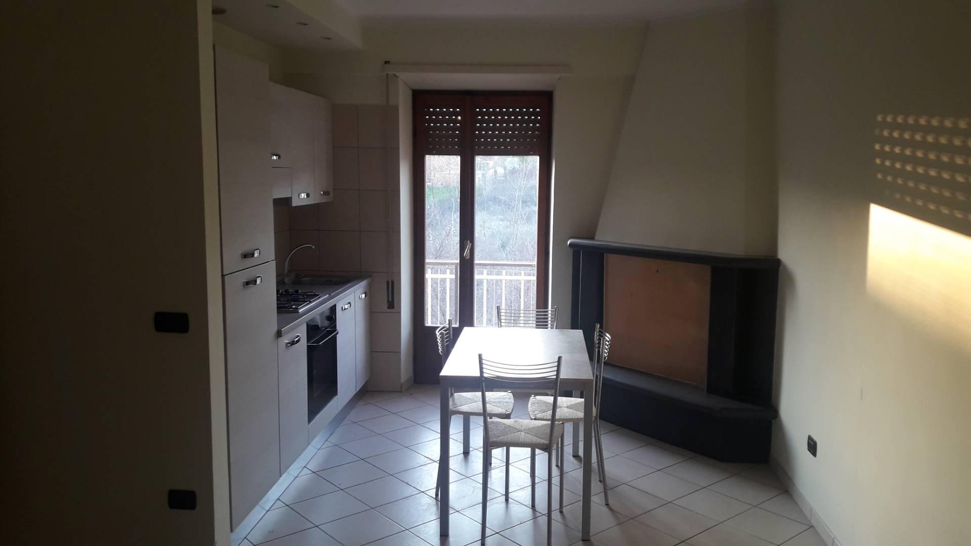 Appartamento in affitto a Frosinone, 4 locali, zona Zona: Centro, prezzo € 450 | CambioCasa.it