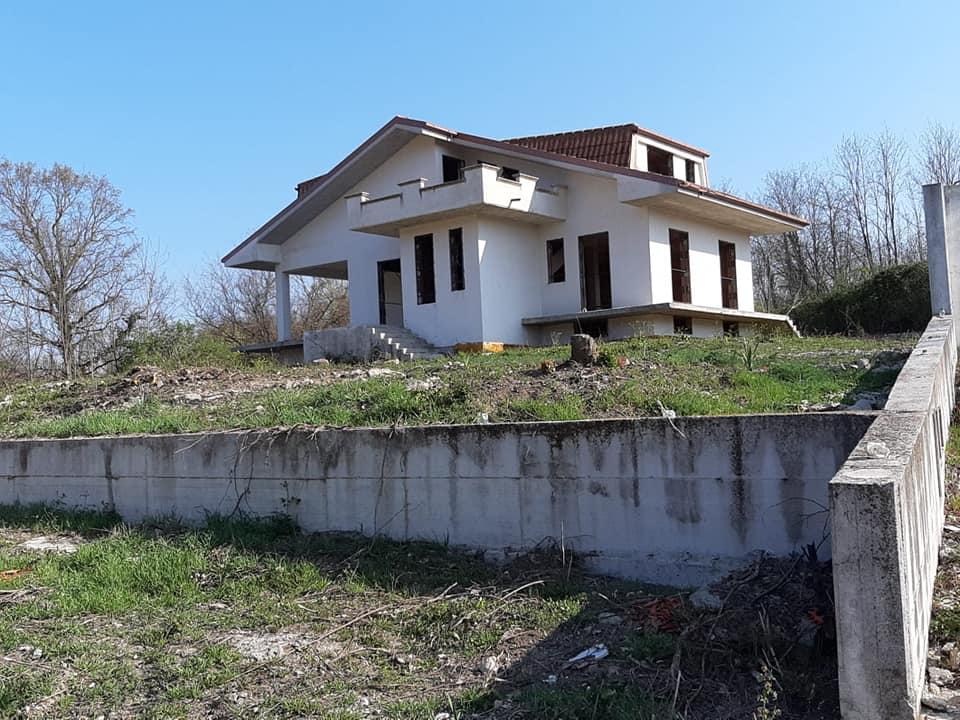 Villa in vendita a Patrica, 5 locali, prezzo € 180.000 | CambioCasa.it