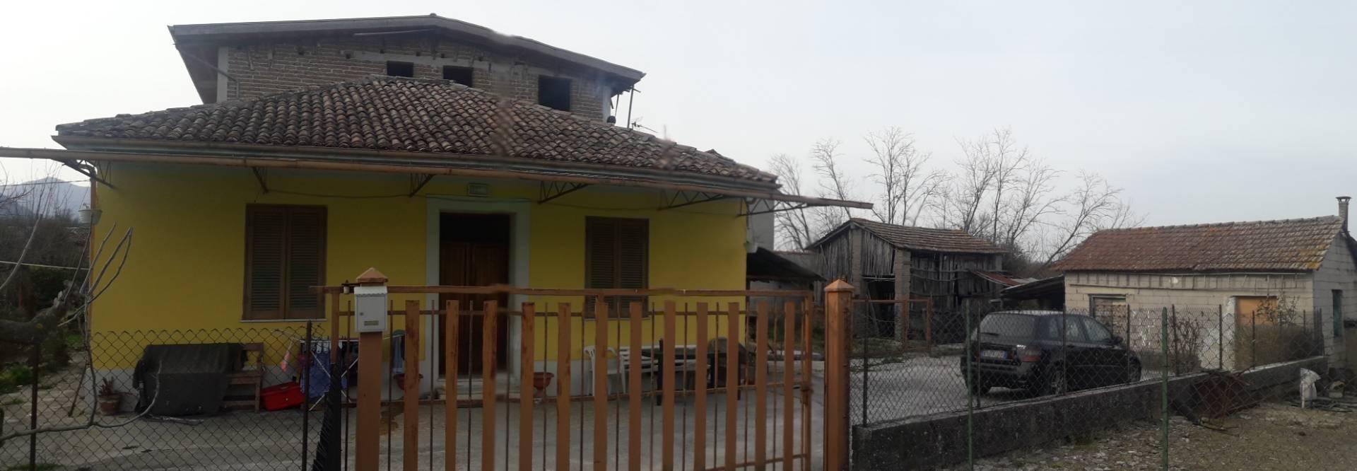 Soluzione Indipendente in vendita a Patrica, 7 locali, prezzo € 87.000 | CambioCasa.it