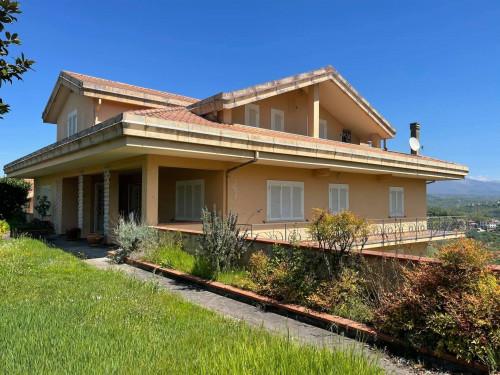 Villa in Vendita a Torrice