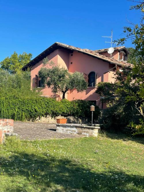 Villa in Vendita a Vico nel Lazio